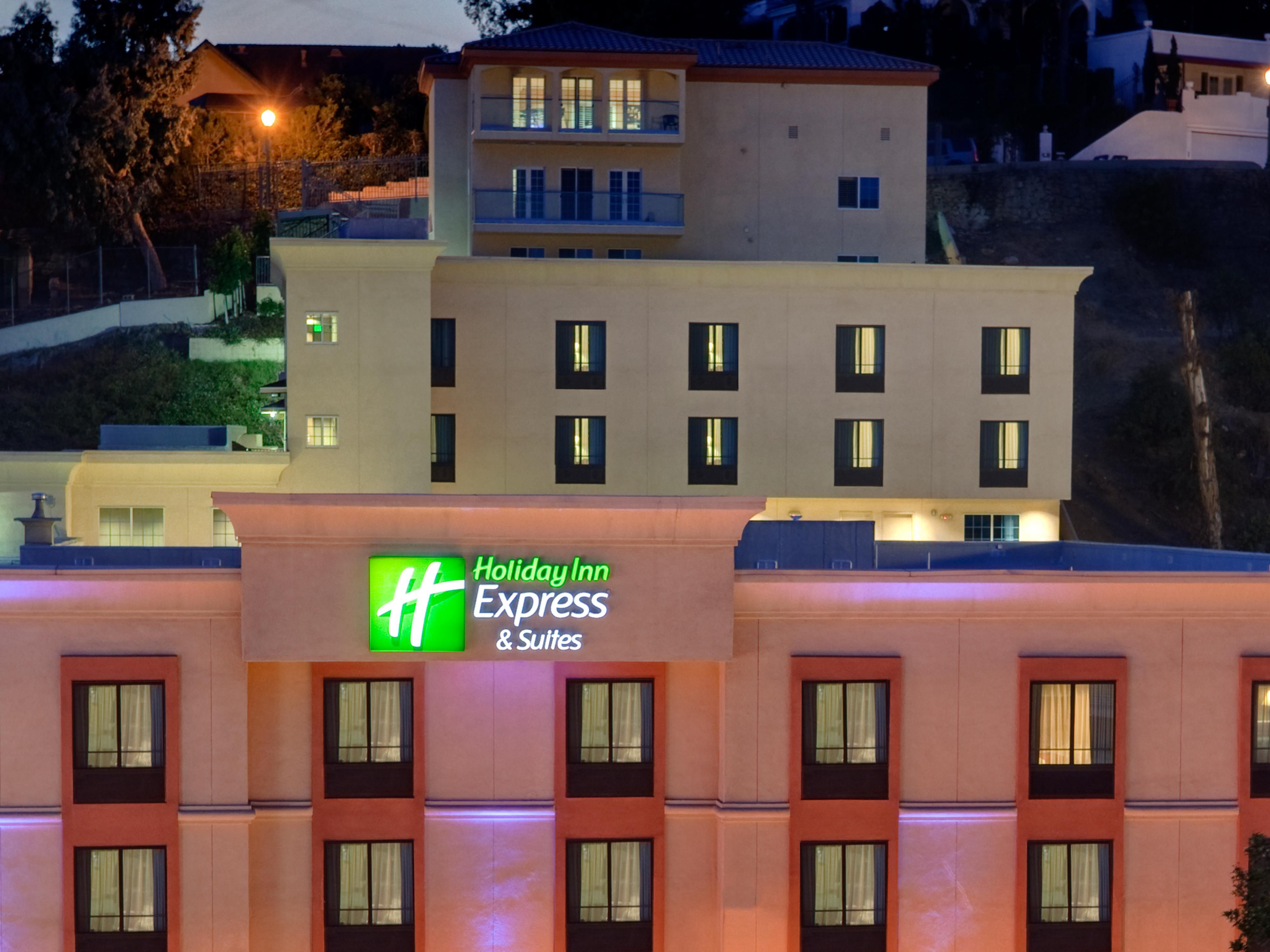 Holiday Inn Express & Suites Hollywood Walk Of Fame