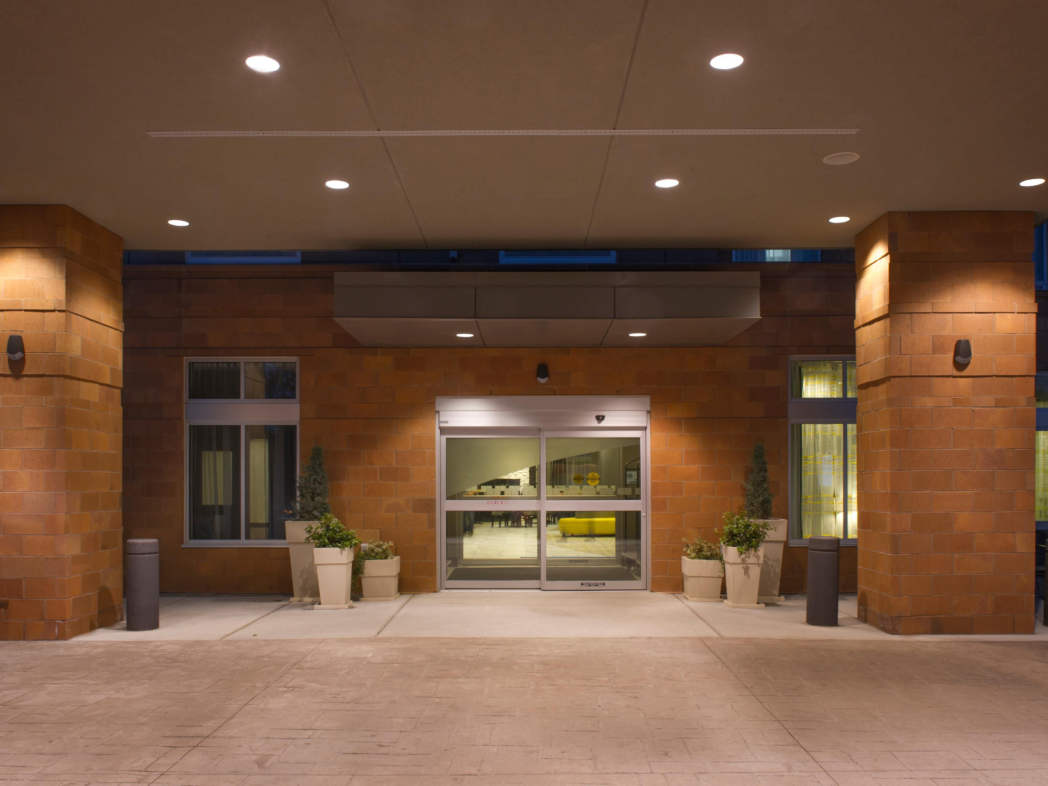 Holiday Inn Express Madison Central Porte-cochère