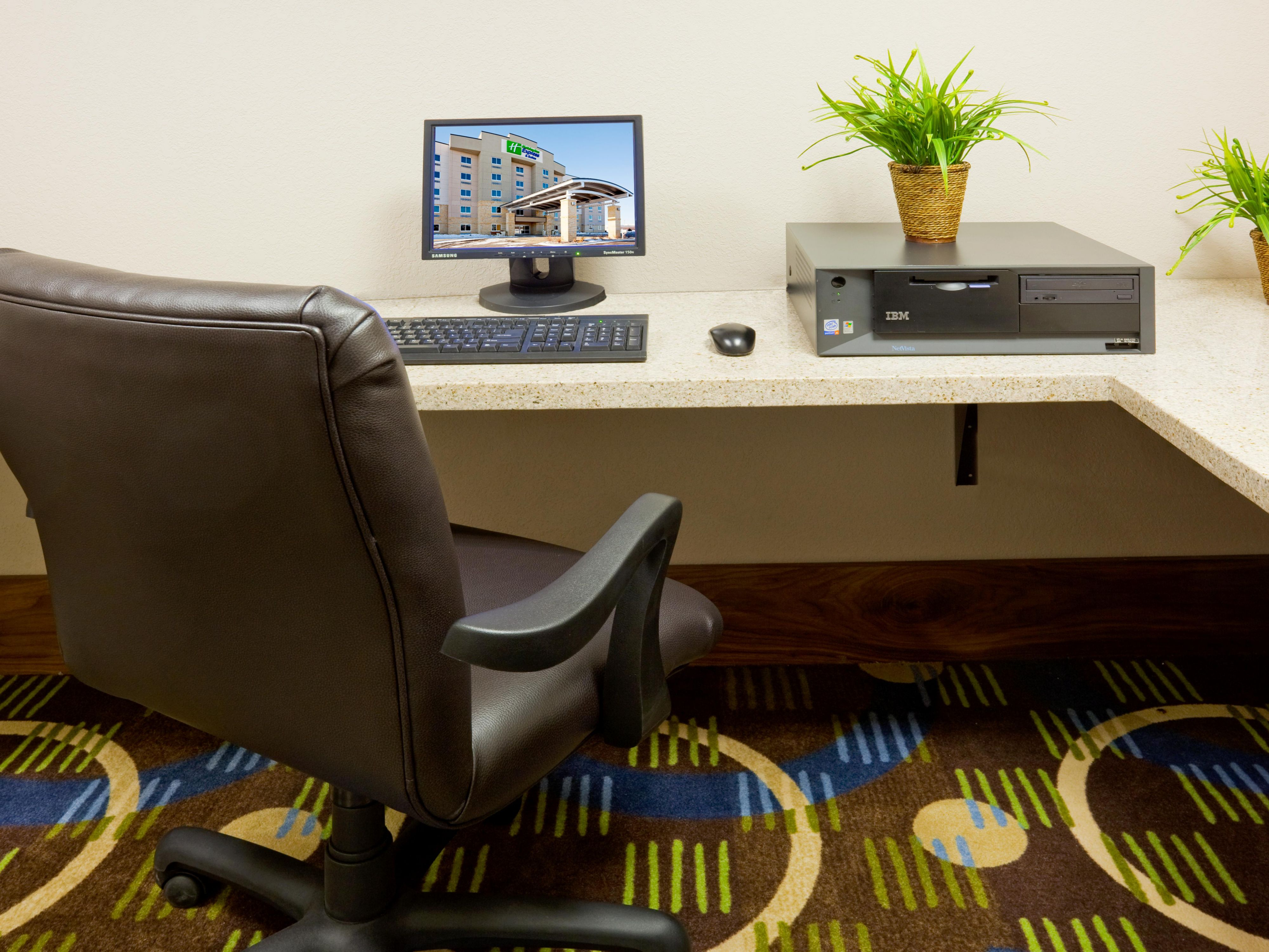 Enjoy our complimentary 24-hour Business Center