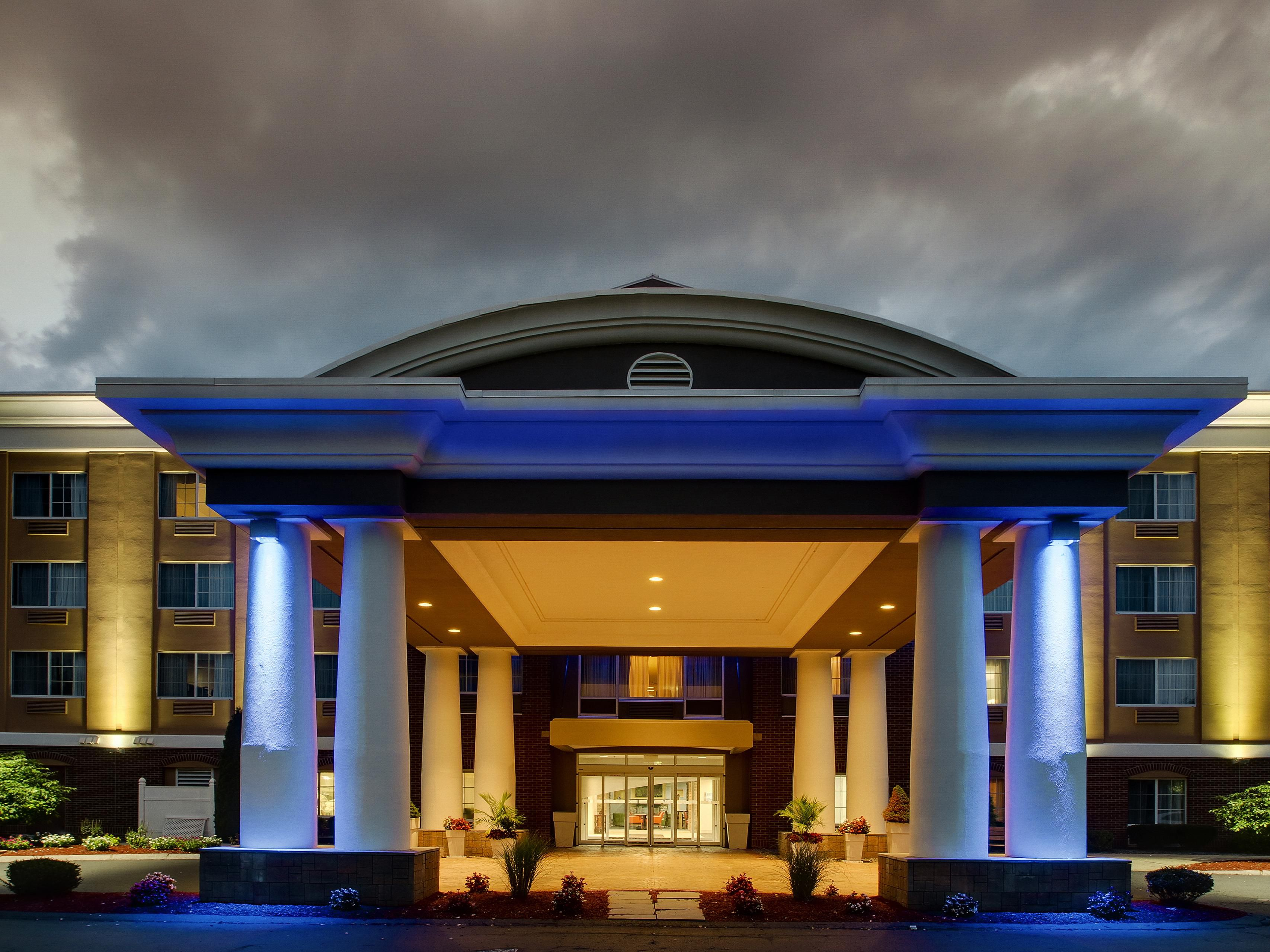 Holiday Inn Express Suites Middleboro Raynham Hotel In By Ihg