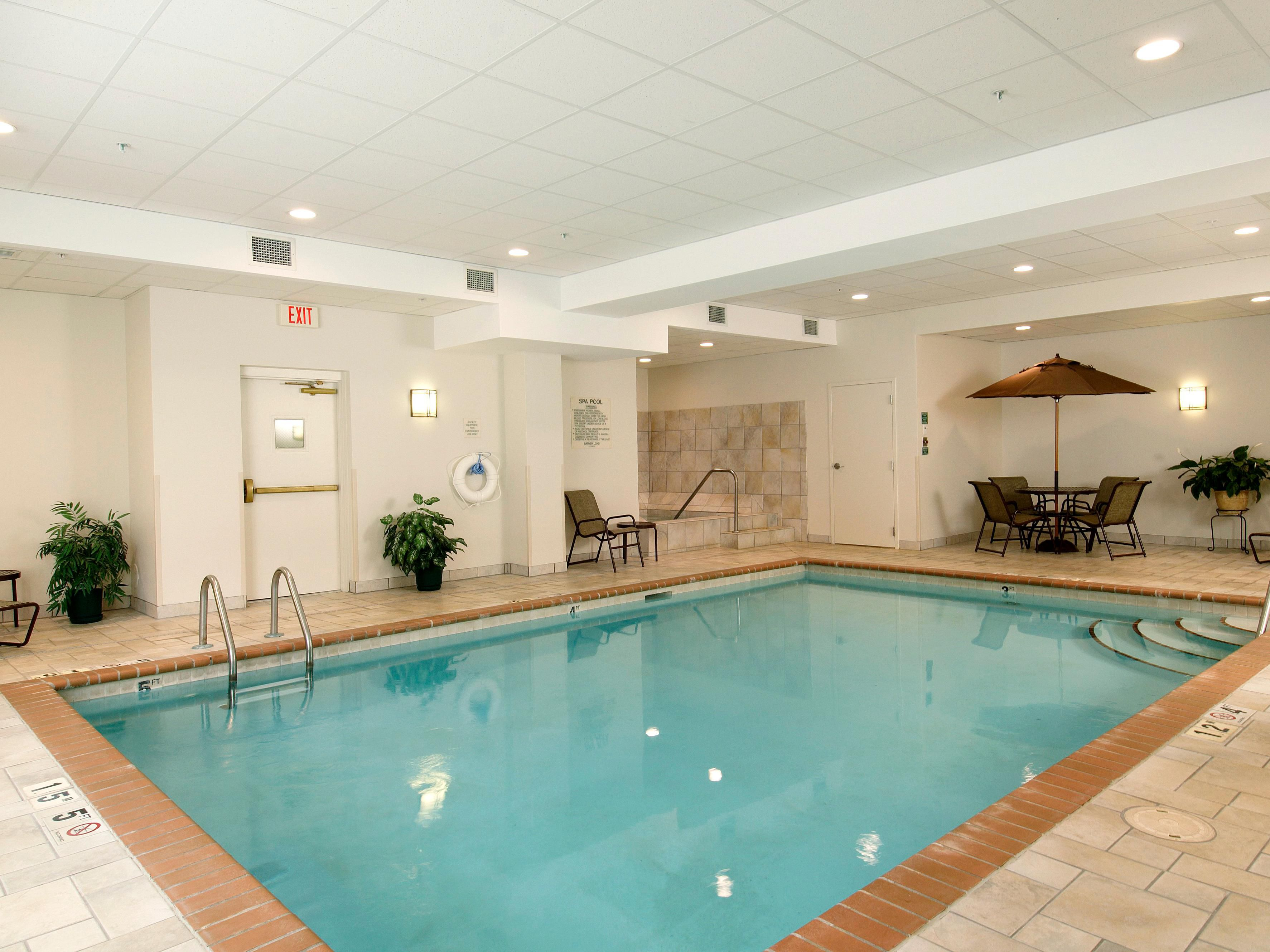 Holiday Inn Express & Suites Dwtn Mpls Conv Ctr - Pool & Hot Tub