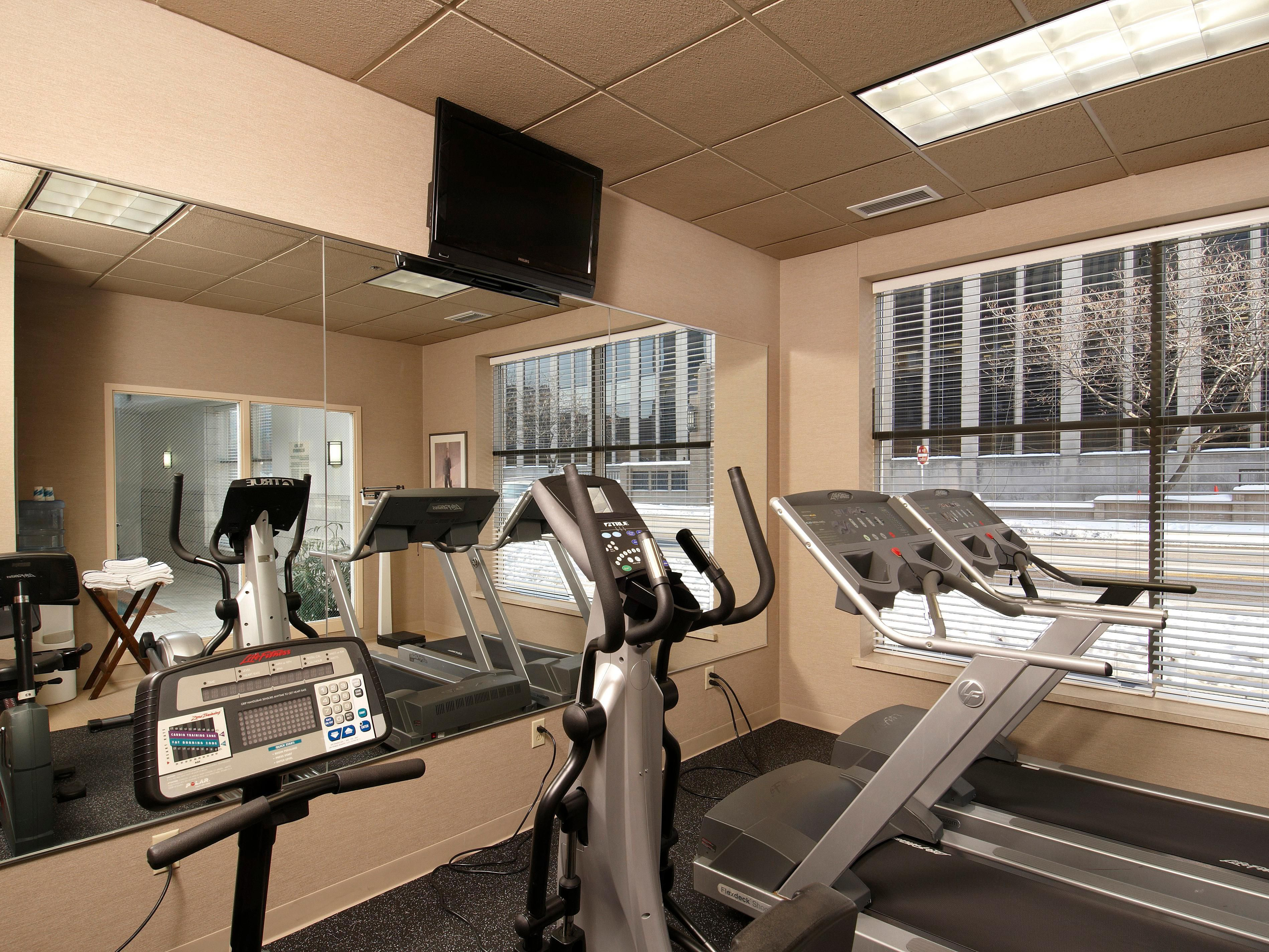 Holiday Inn Express & Suites Dwtn Mpls Conv Ctr - Fitness Center