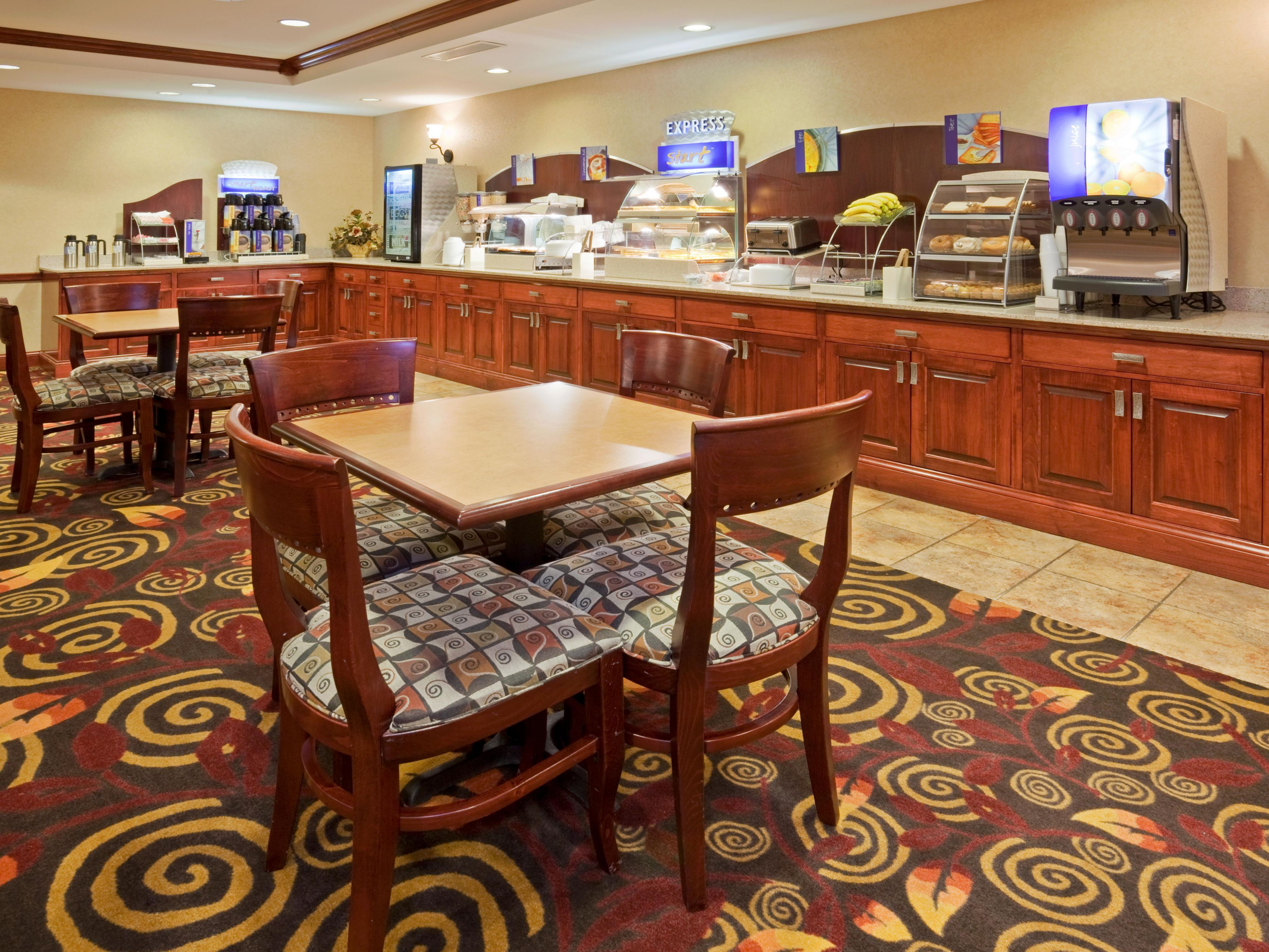 Breakfast Area - Holiday Inn Express Mitchell SD