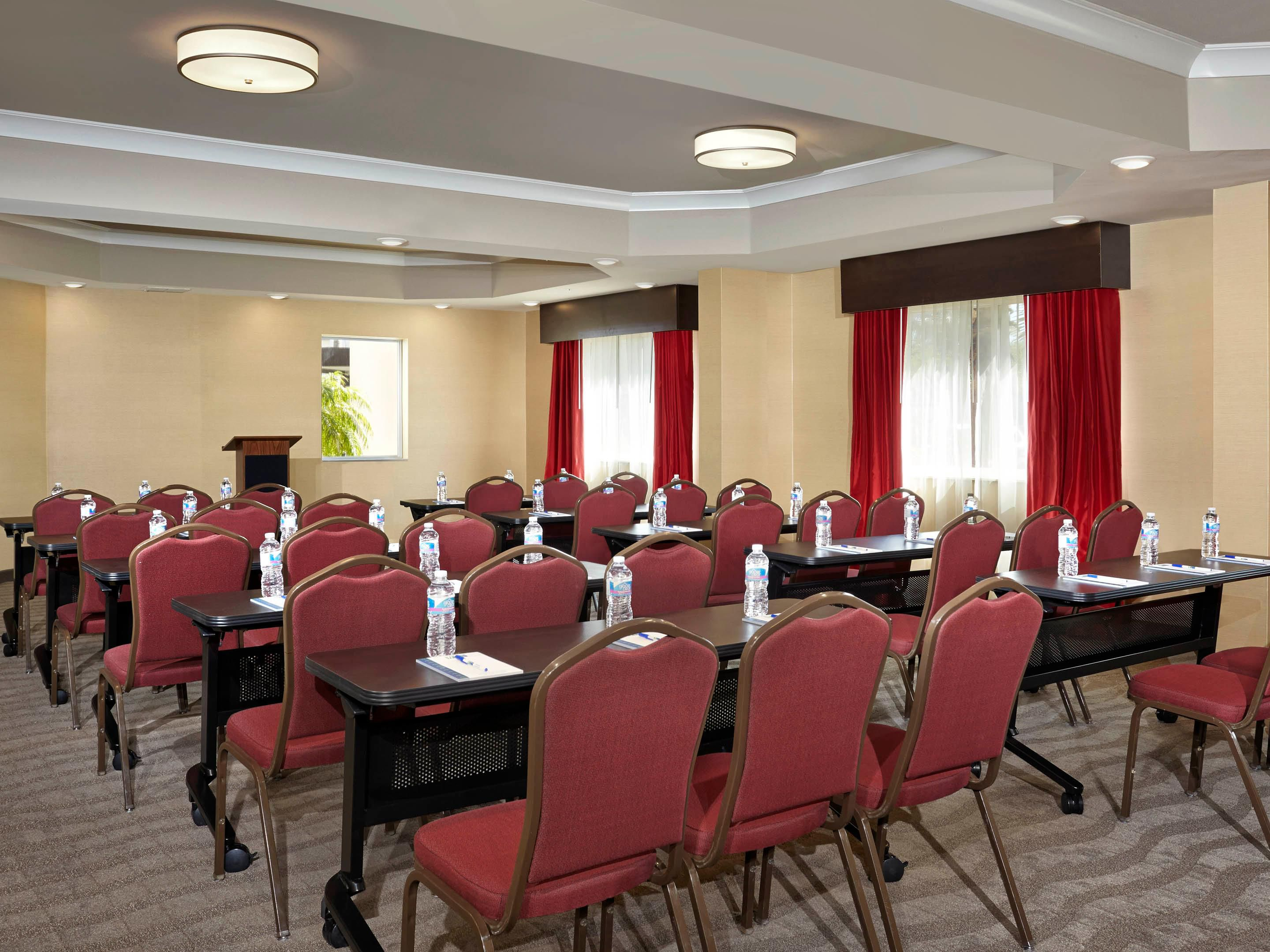 Palm Room-880 sq ft meeting space