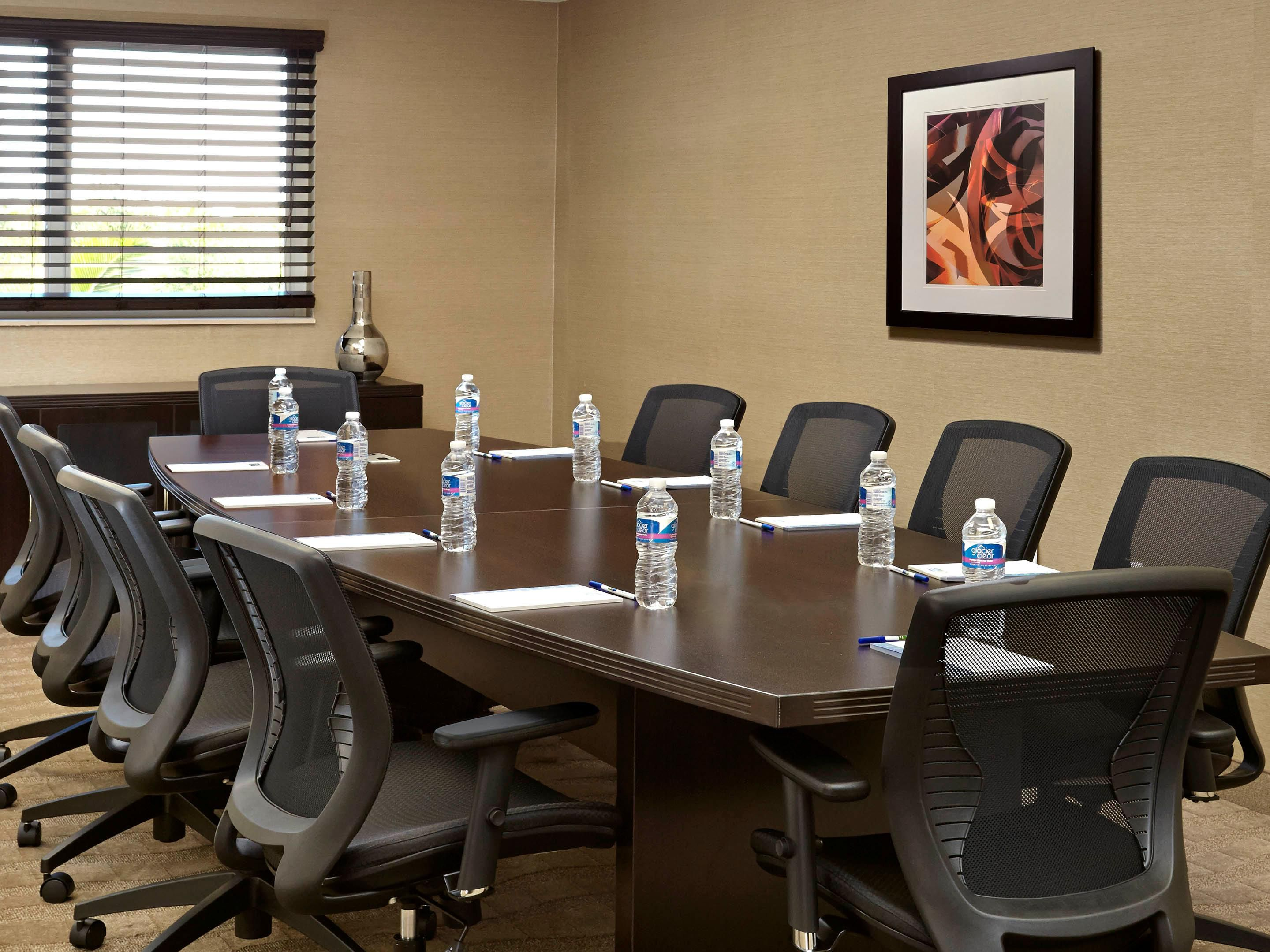Boardroom Room seats 10 people- free WiFi