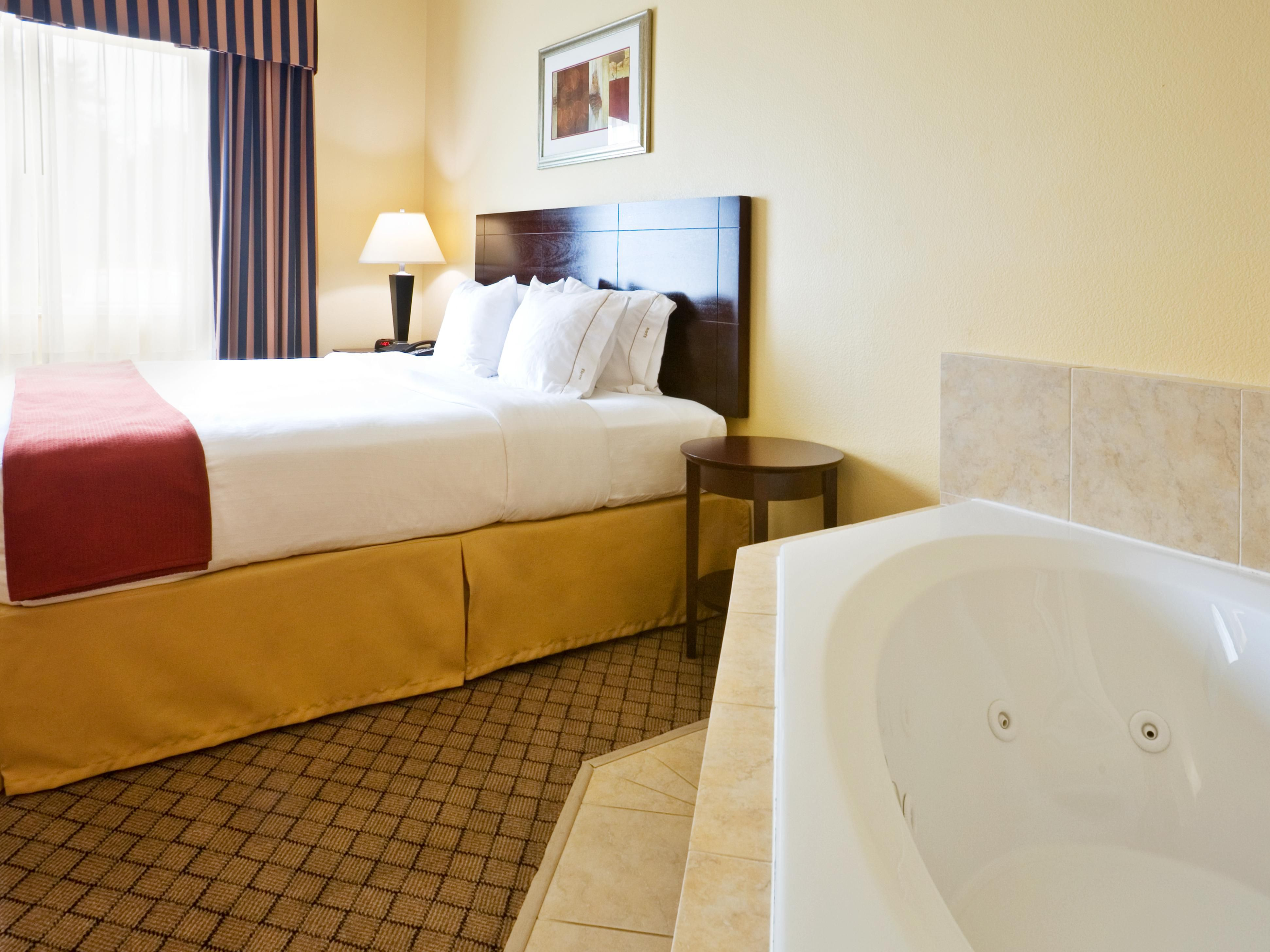 Jacuzzi Suite - King Bed w/ Plush Top Mattress