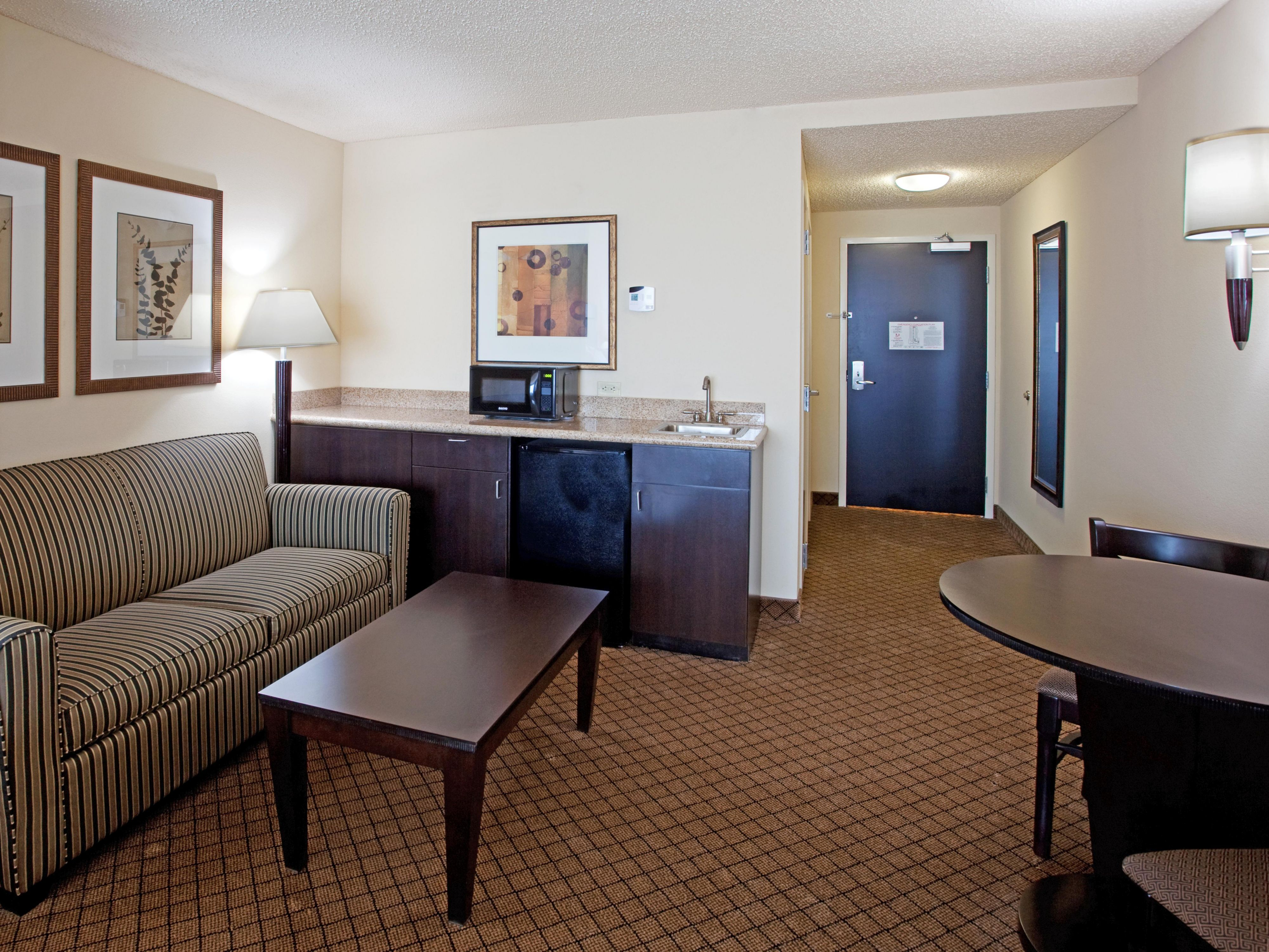 Newberry South Carolina Hotel King Suite Extended Sitting Area