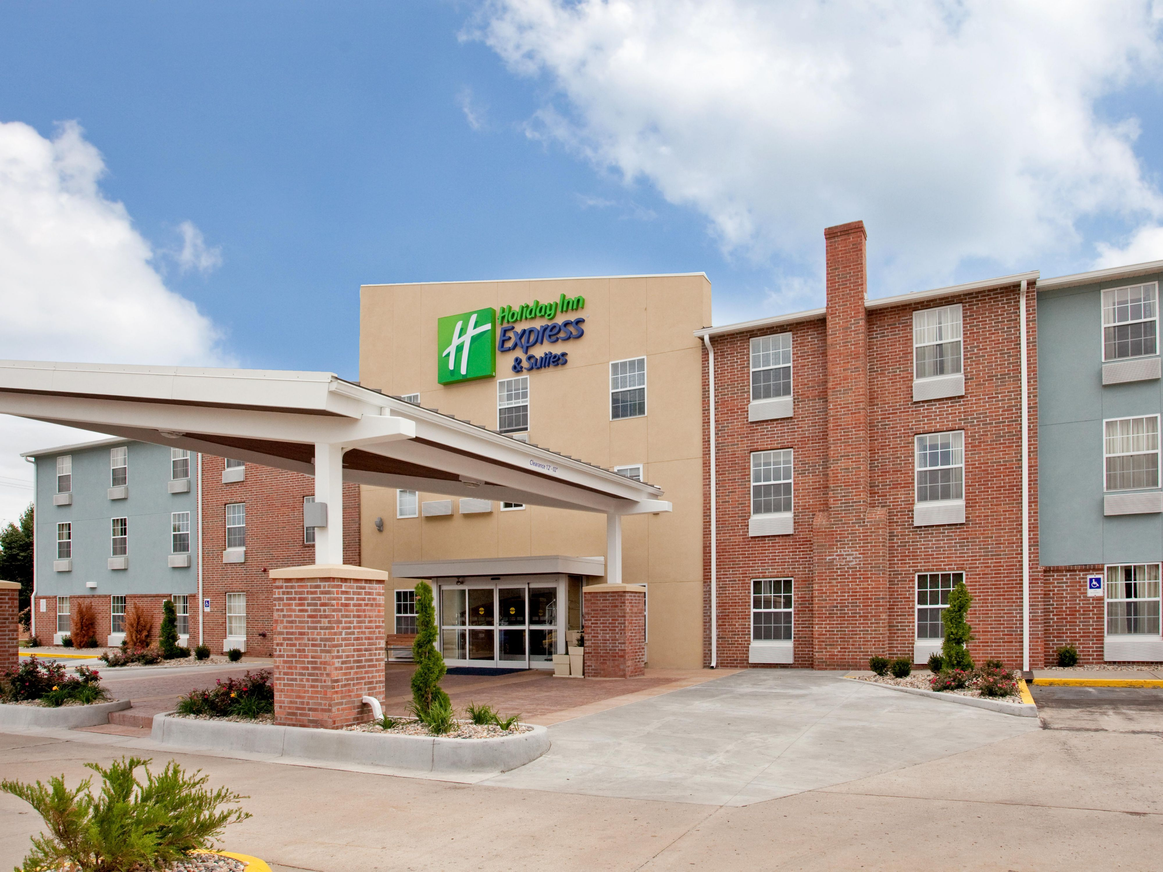 Holiday Inn Express Suites North Kansas City Hotel Reviews Photos