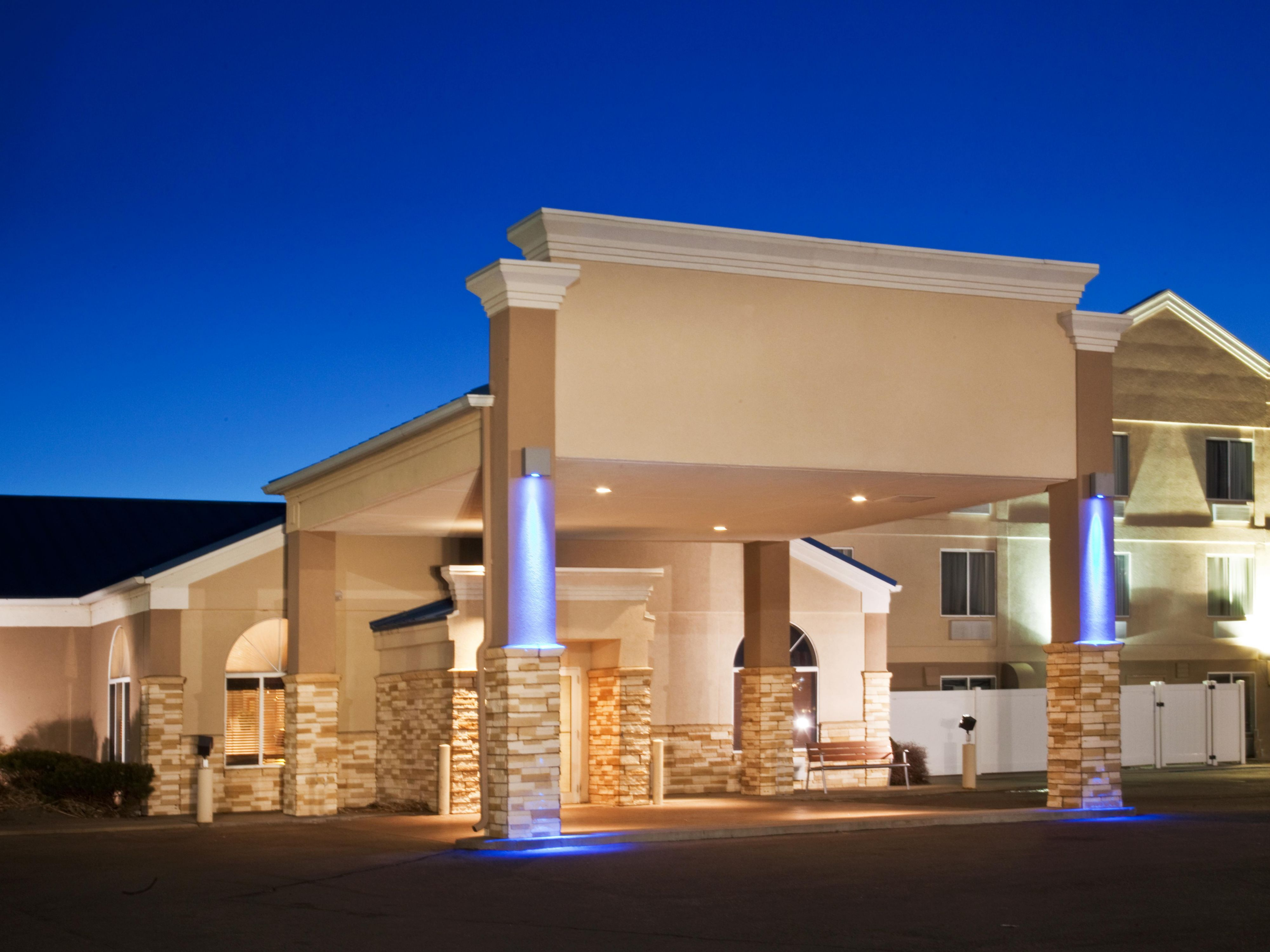 Holiday Inn & Suites North Platte Welcoming Main Entrance