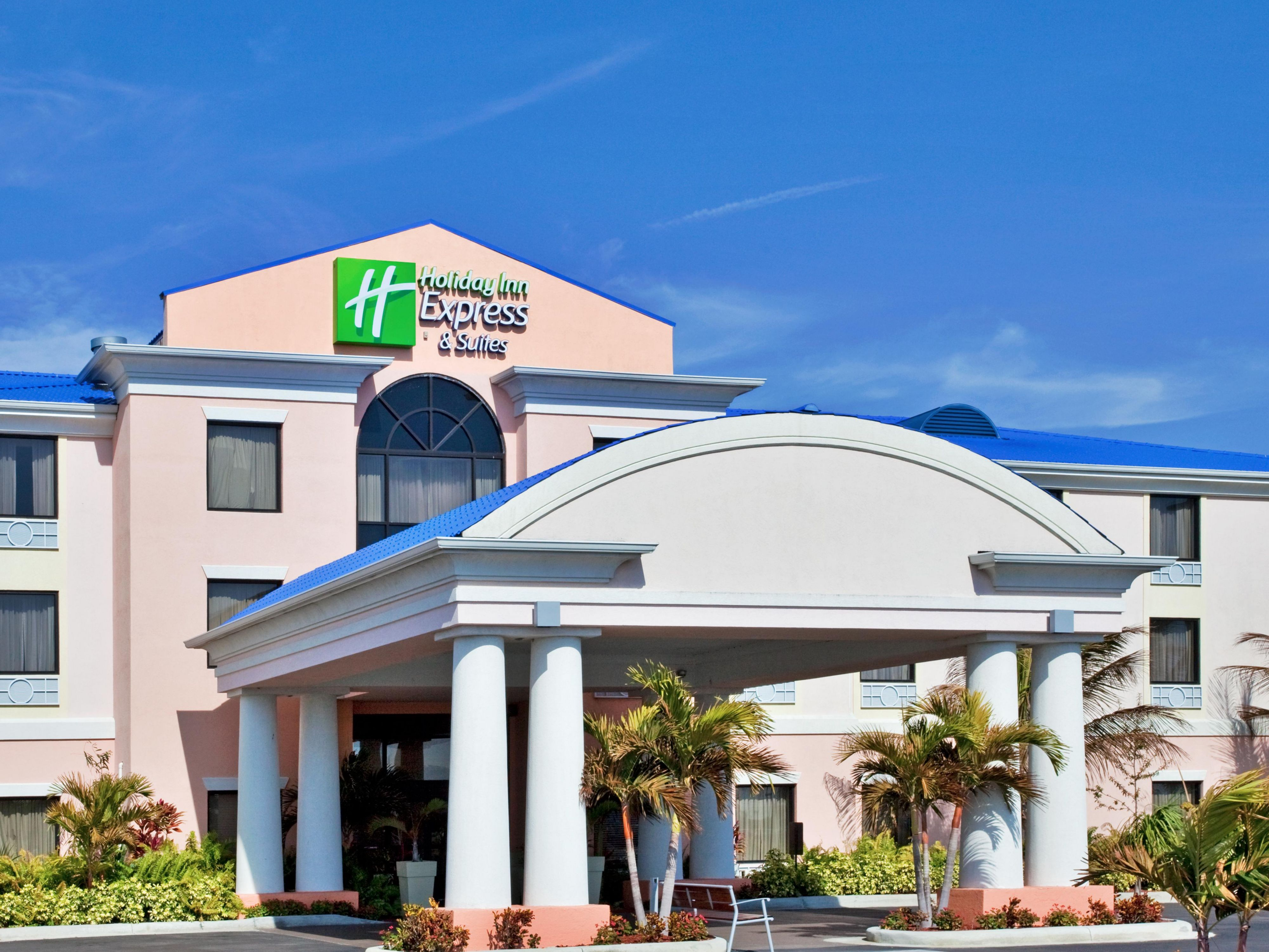Holiday Inn Express Lake Okeechobee Hotel Exterior Day