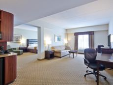 Holiday Inn Express & Suites Ottawa Airport