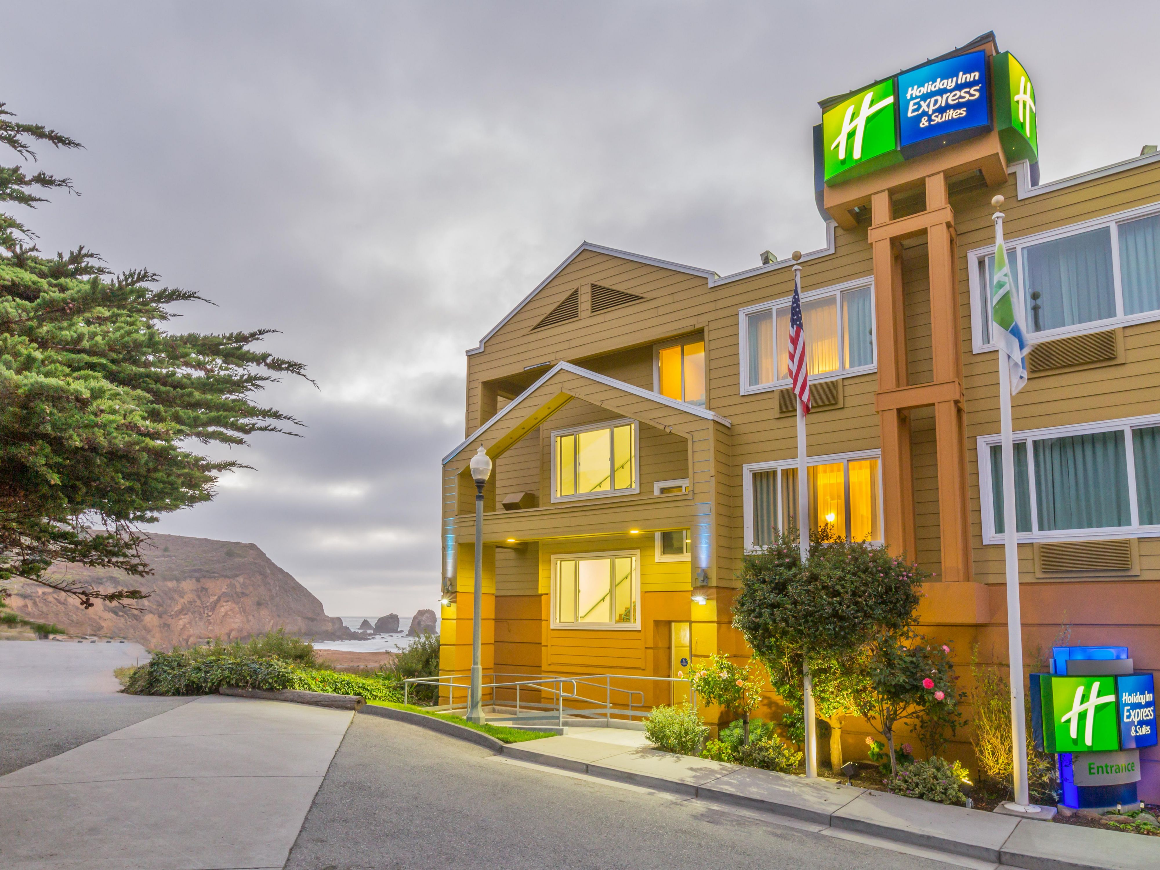 Holiday Inn Express and Suites Pacifica in the evening