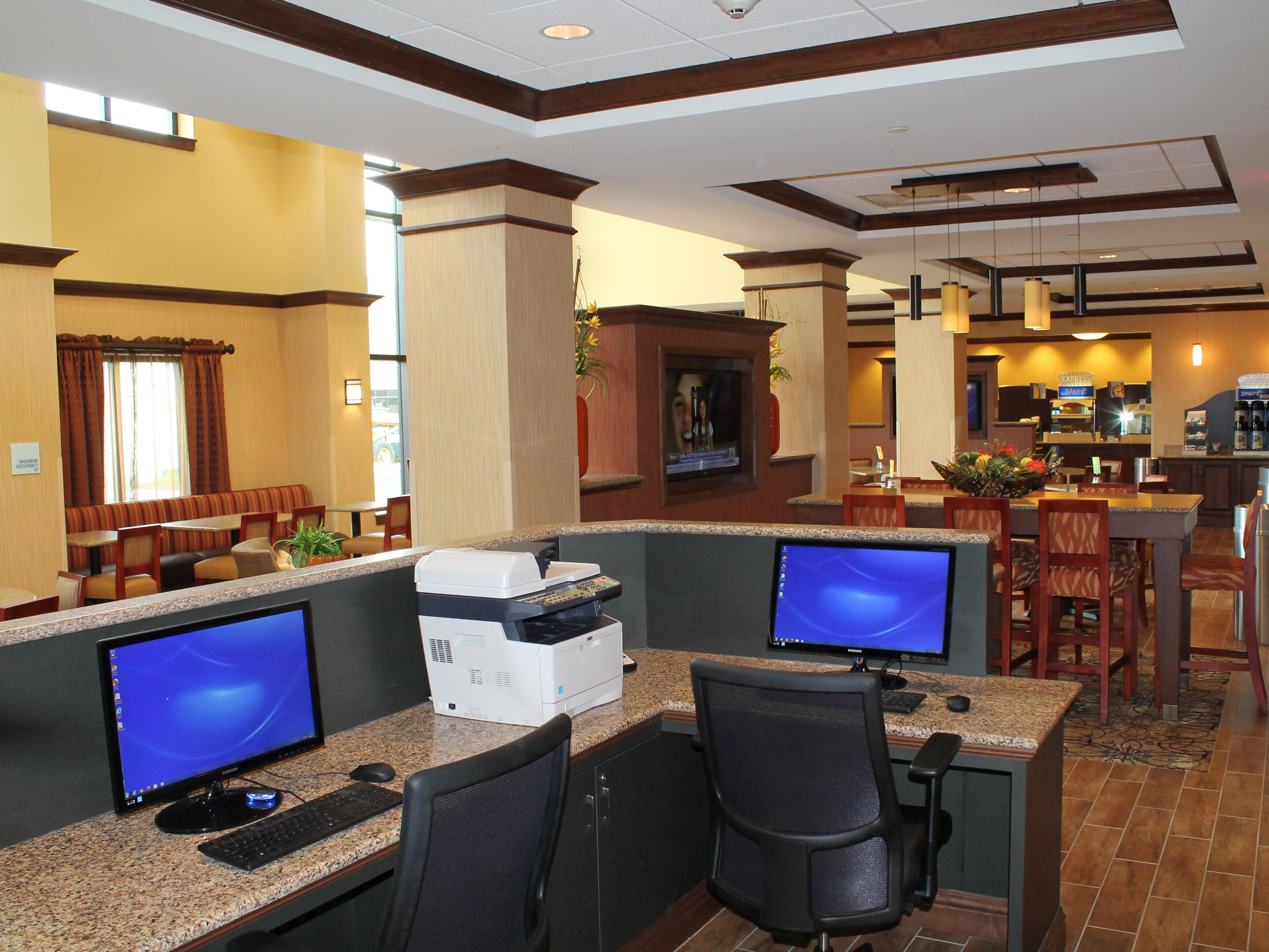 24-Hour Business Center with Printer in Lobby Area