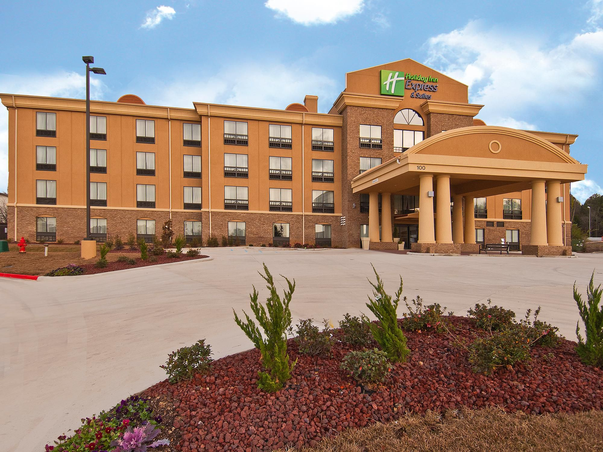 Holiday Inn Express & Suites Jackson/Pearl Intl Airport Hotel in ...
