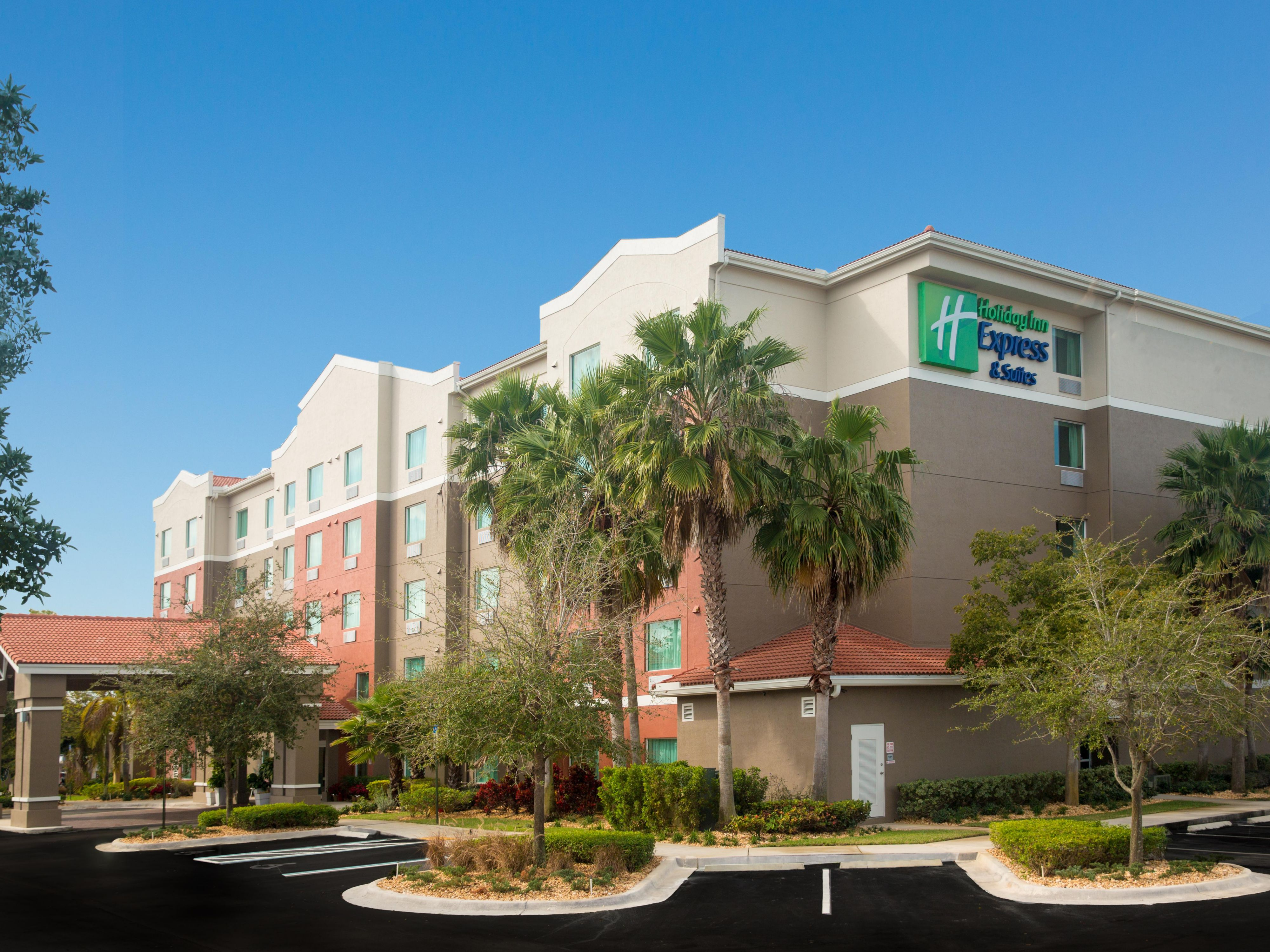 Hotels in Pembroke Pines | Holiday Inn Express & Suites