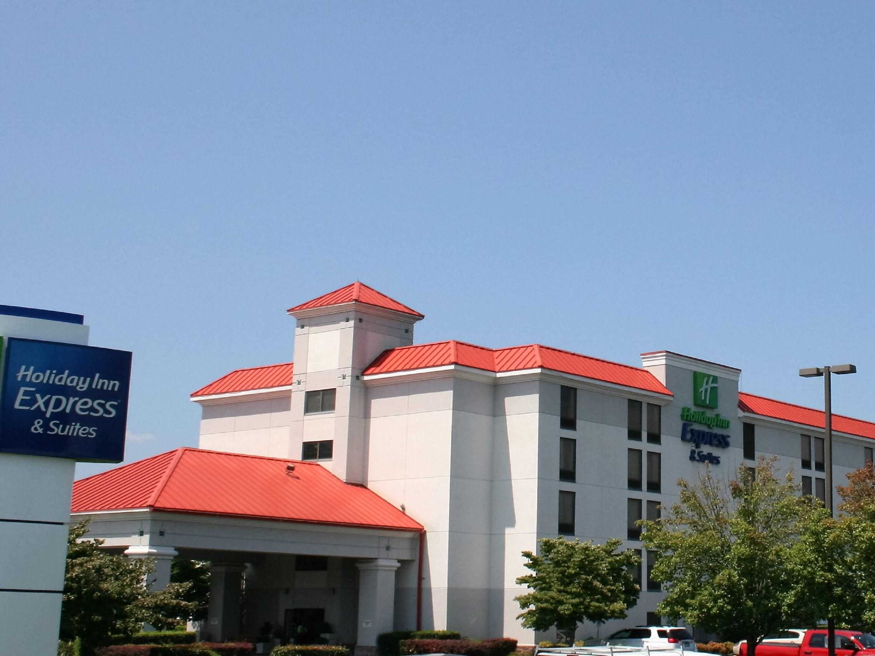 pigeon forge hotel tn holiday inn express suites near. Black Bedroom Furniture Sets. Home Design Ideas