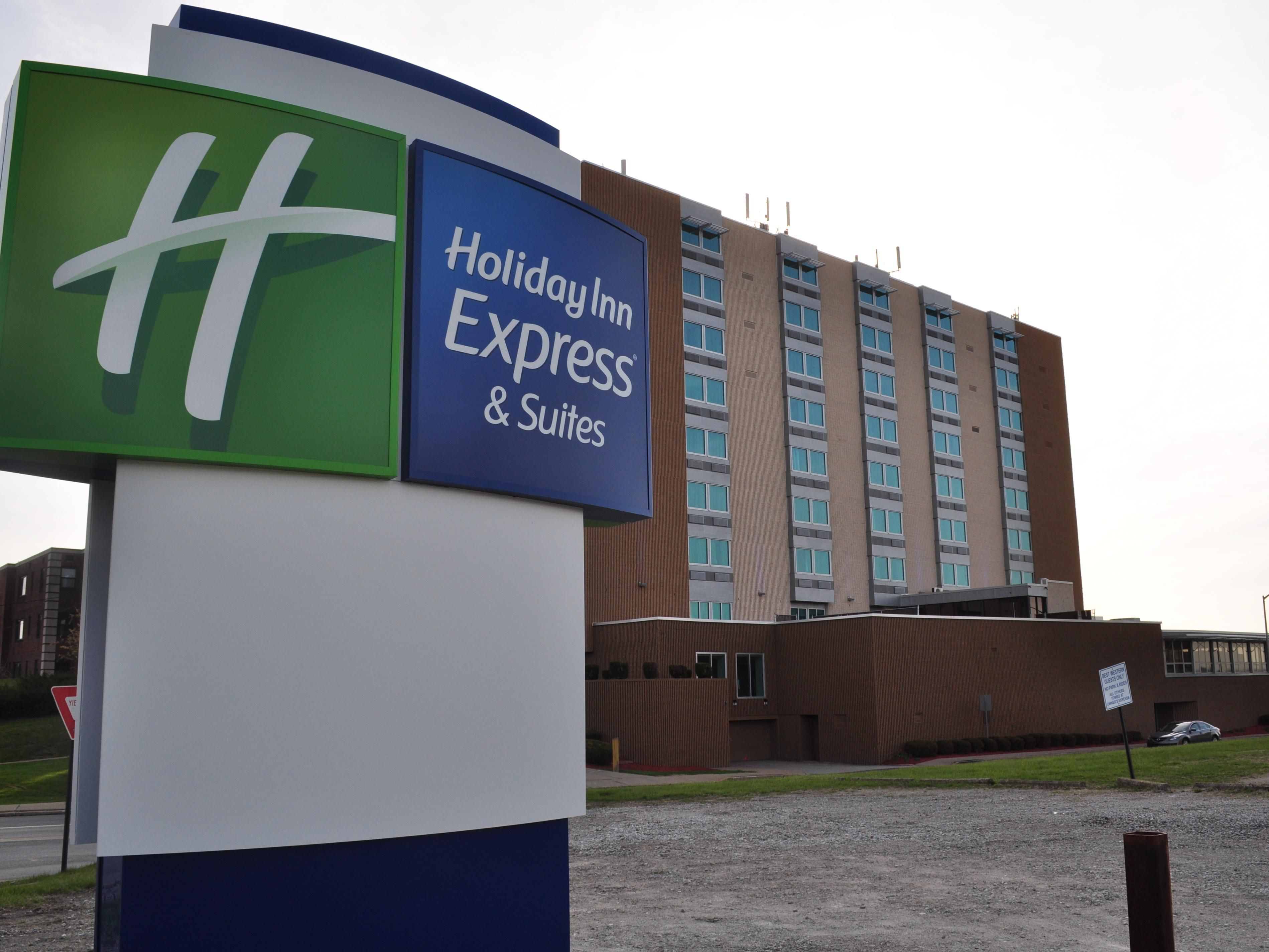 Welcome to the Award Winning Holiday Inn Express Pittsburgh West