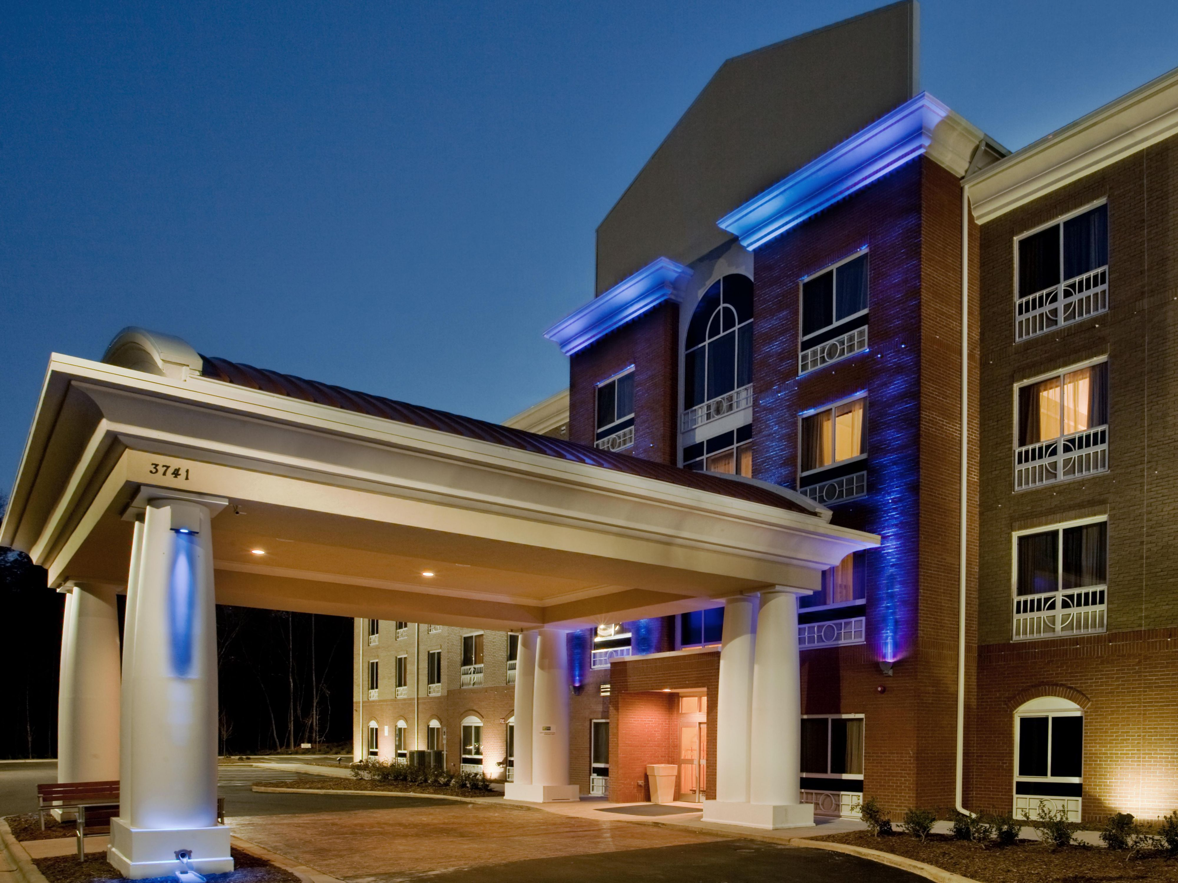 Holiday Inn Express Suites Raleigh Sw Nc State Hotel In Raleigh By Ihg