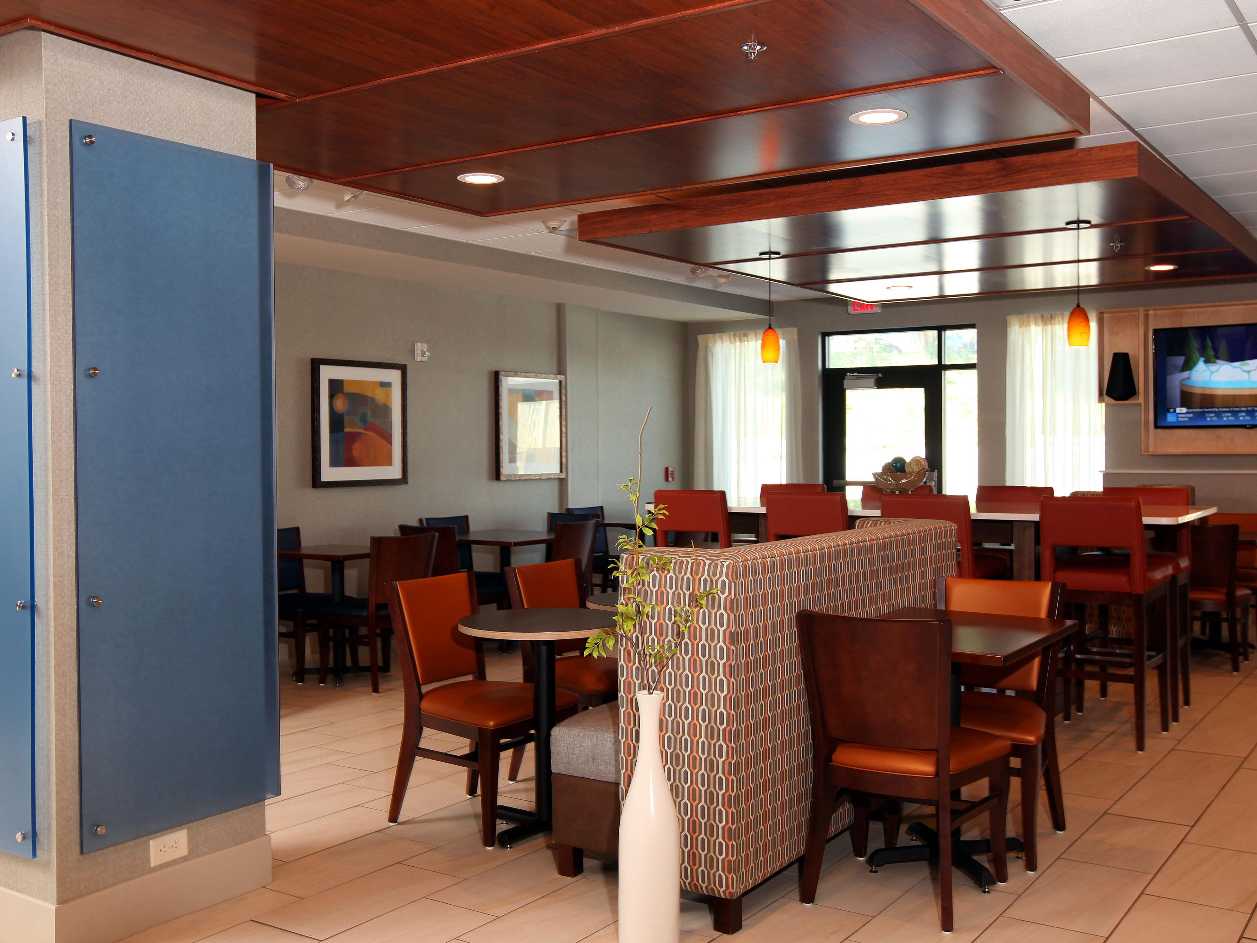 Dine, mingle or work. Our lobby is available for your use all day.