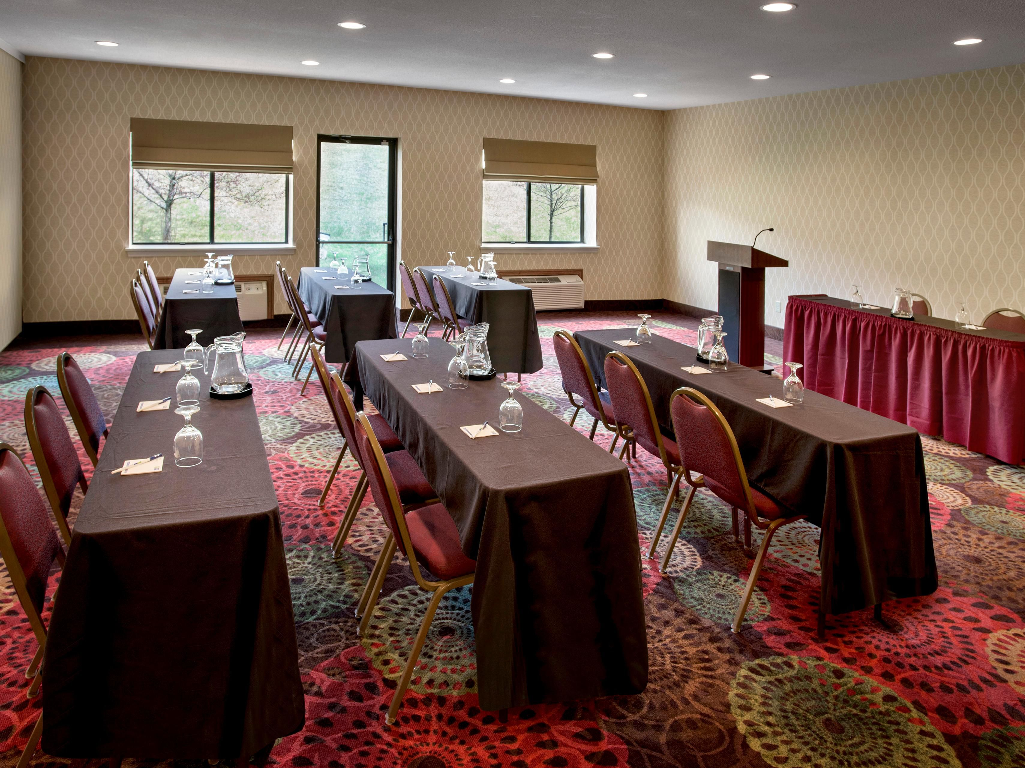 Use the Hudson Room or Empire Room classroom style.
