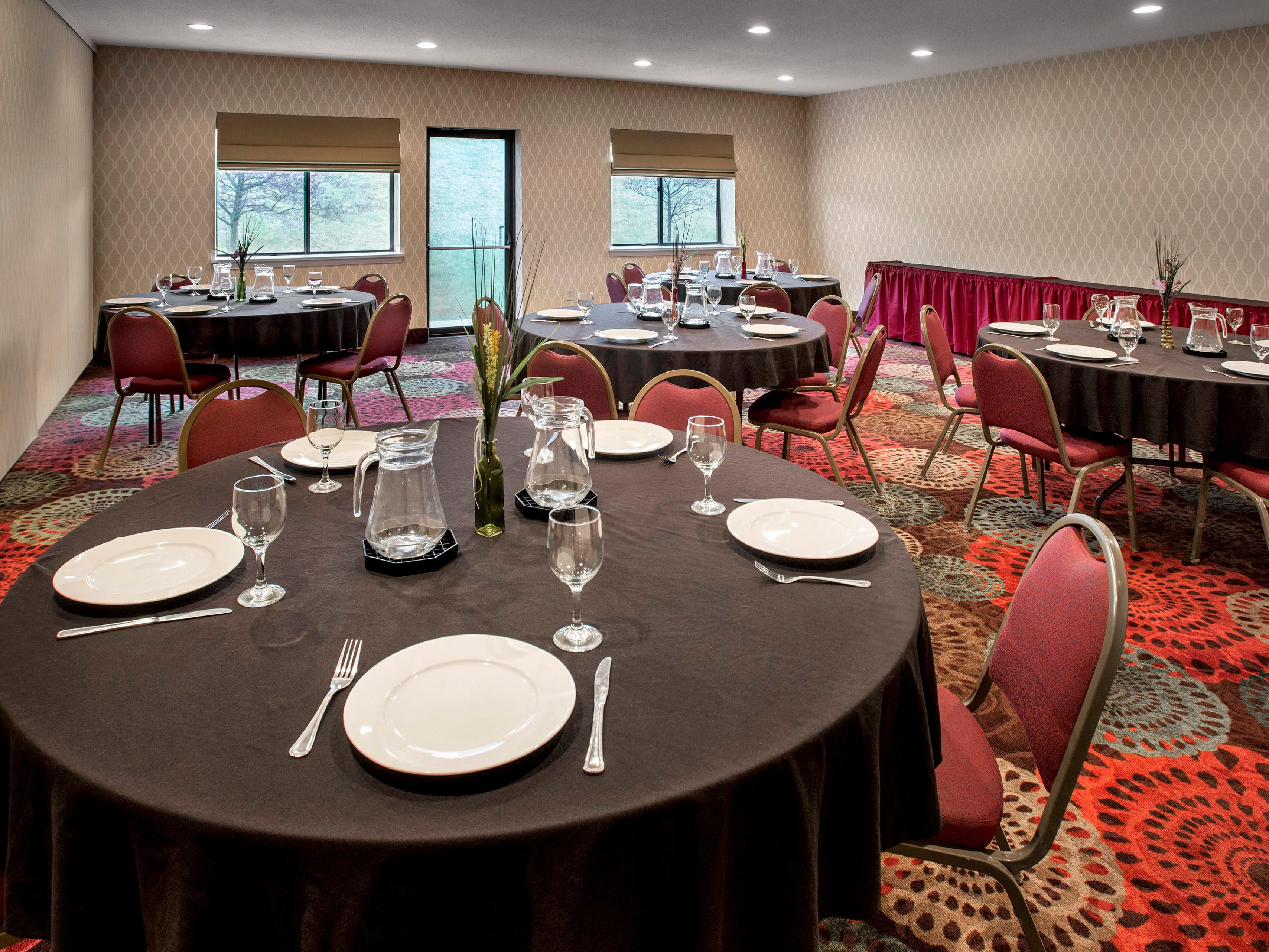 Use the Hudson Room or Empire Room banquet style.