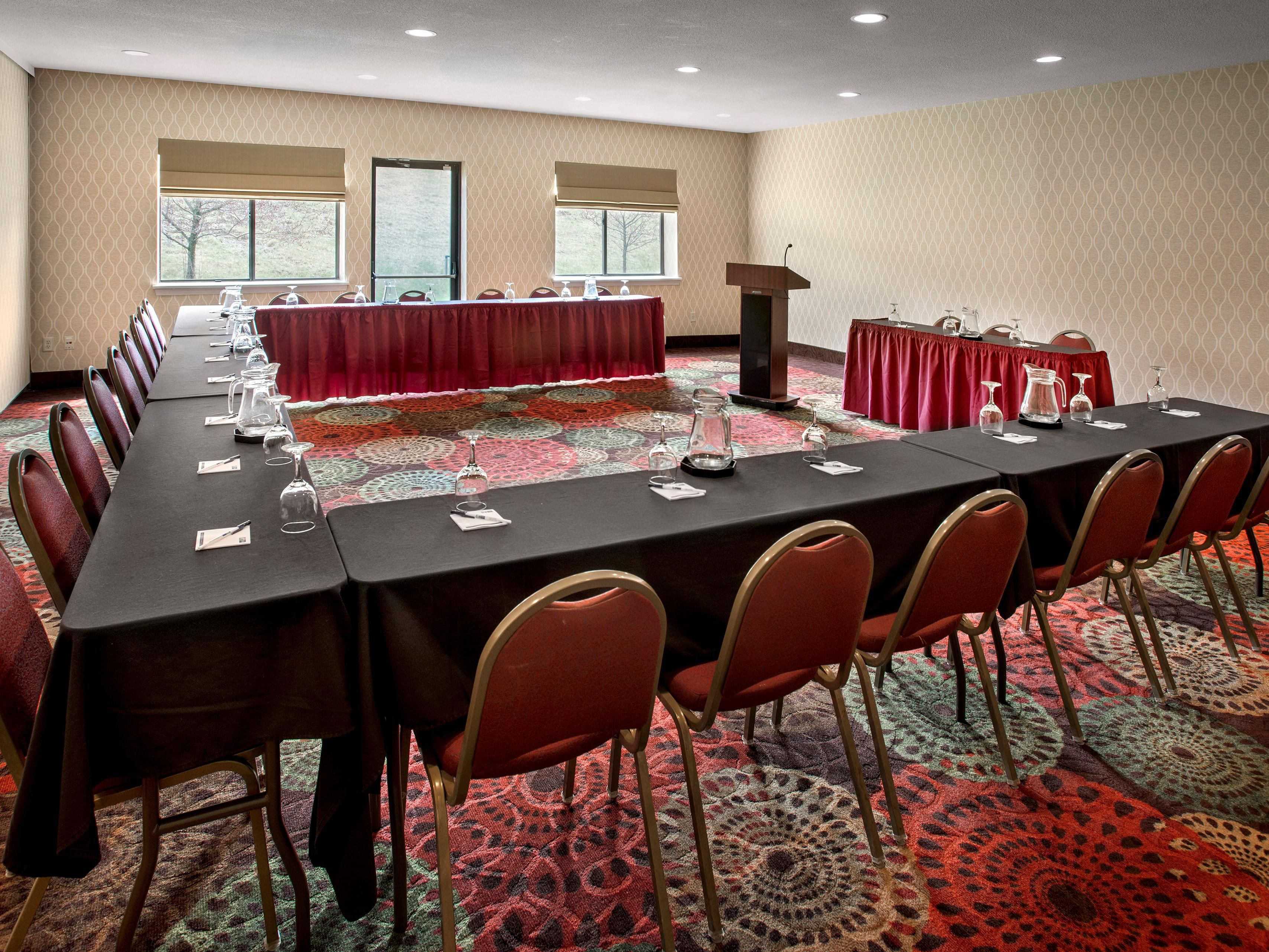 Use the Hudson Room or Empire Room  in a U-shape for a meeting.