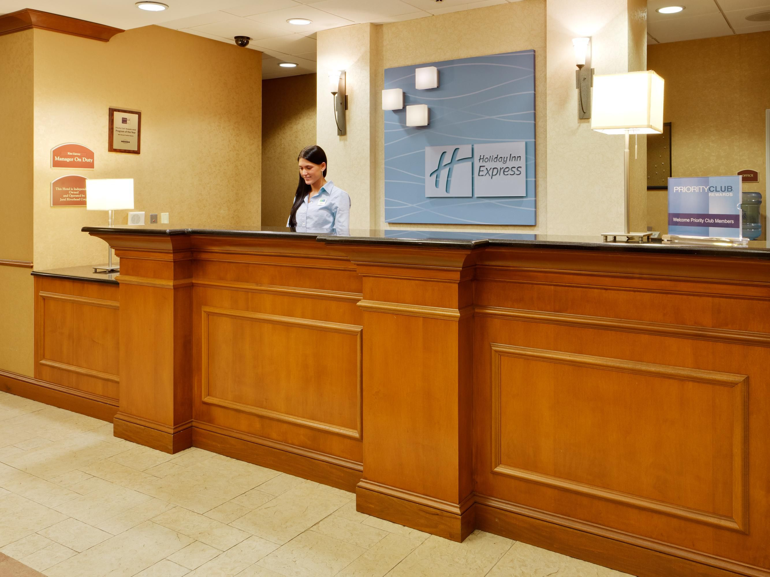 Holiday Inn Express East End. Riverhead, NY - Front Desk