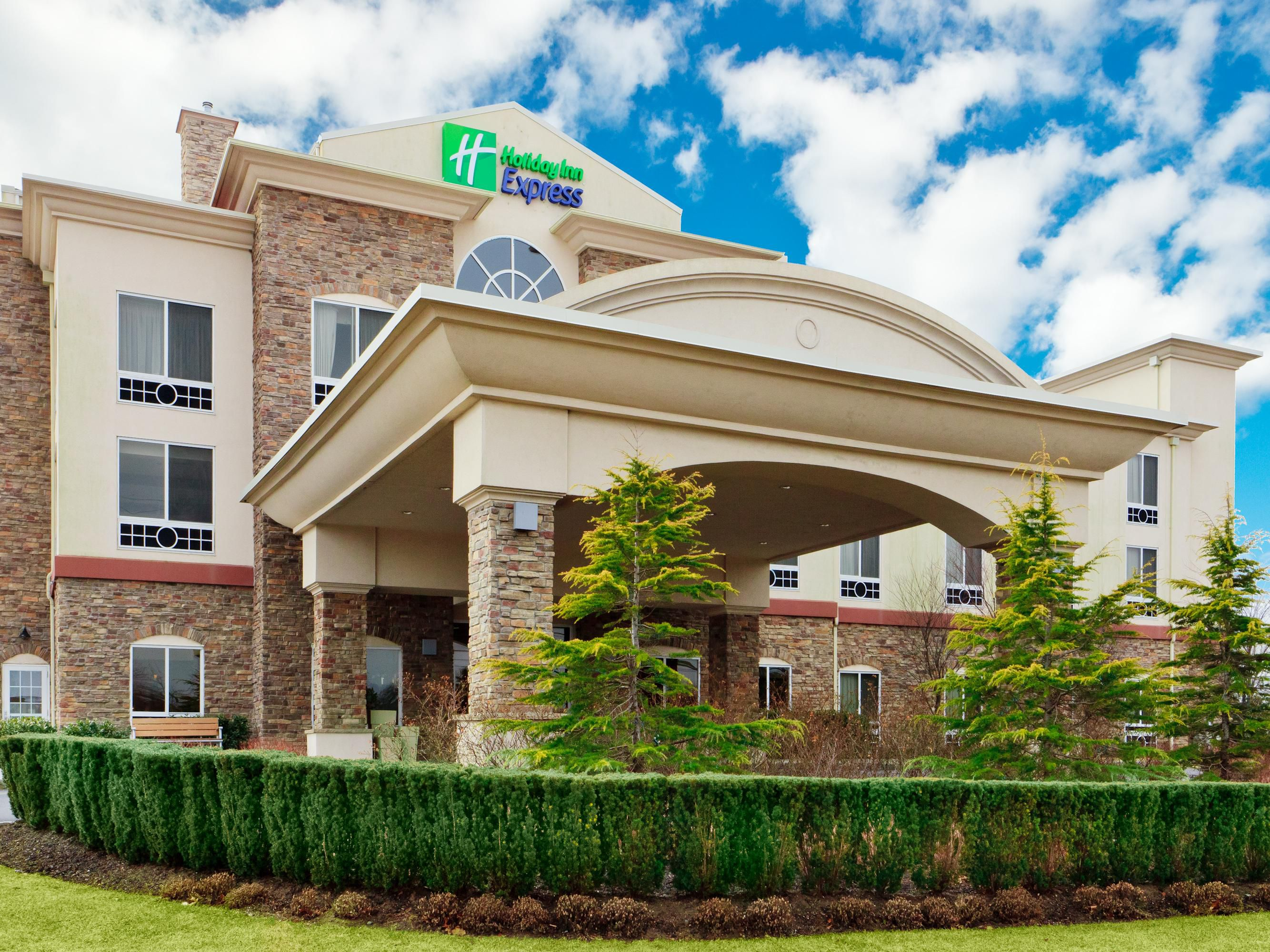 holiday inn express suites long island east end hotel by ihg rh ihg com holiday inn express riverhead ny holiday inn express riverhead east end