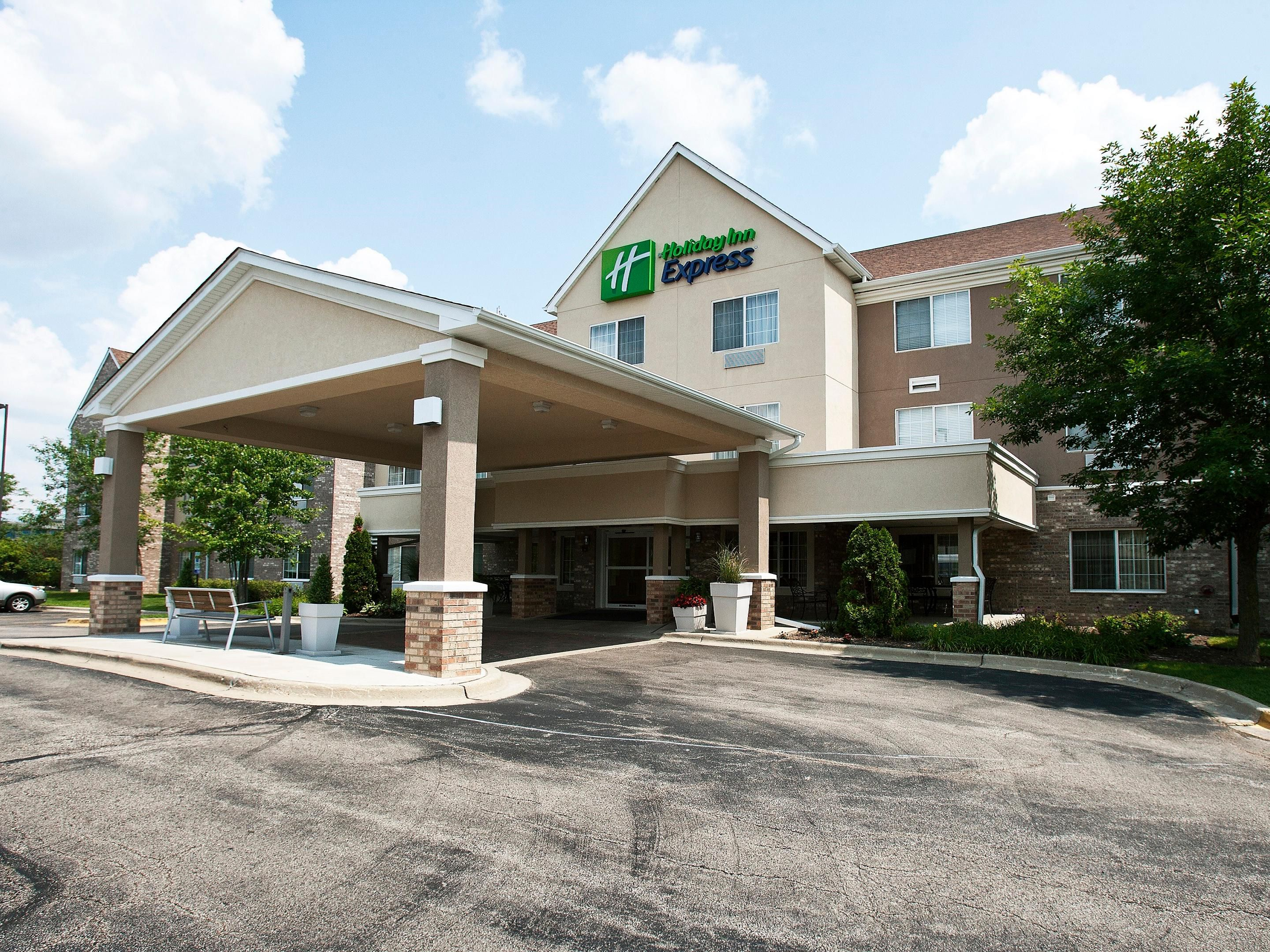 Holiday Inn Express, Deerfield in Front of Discover Finanical