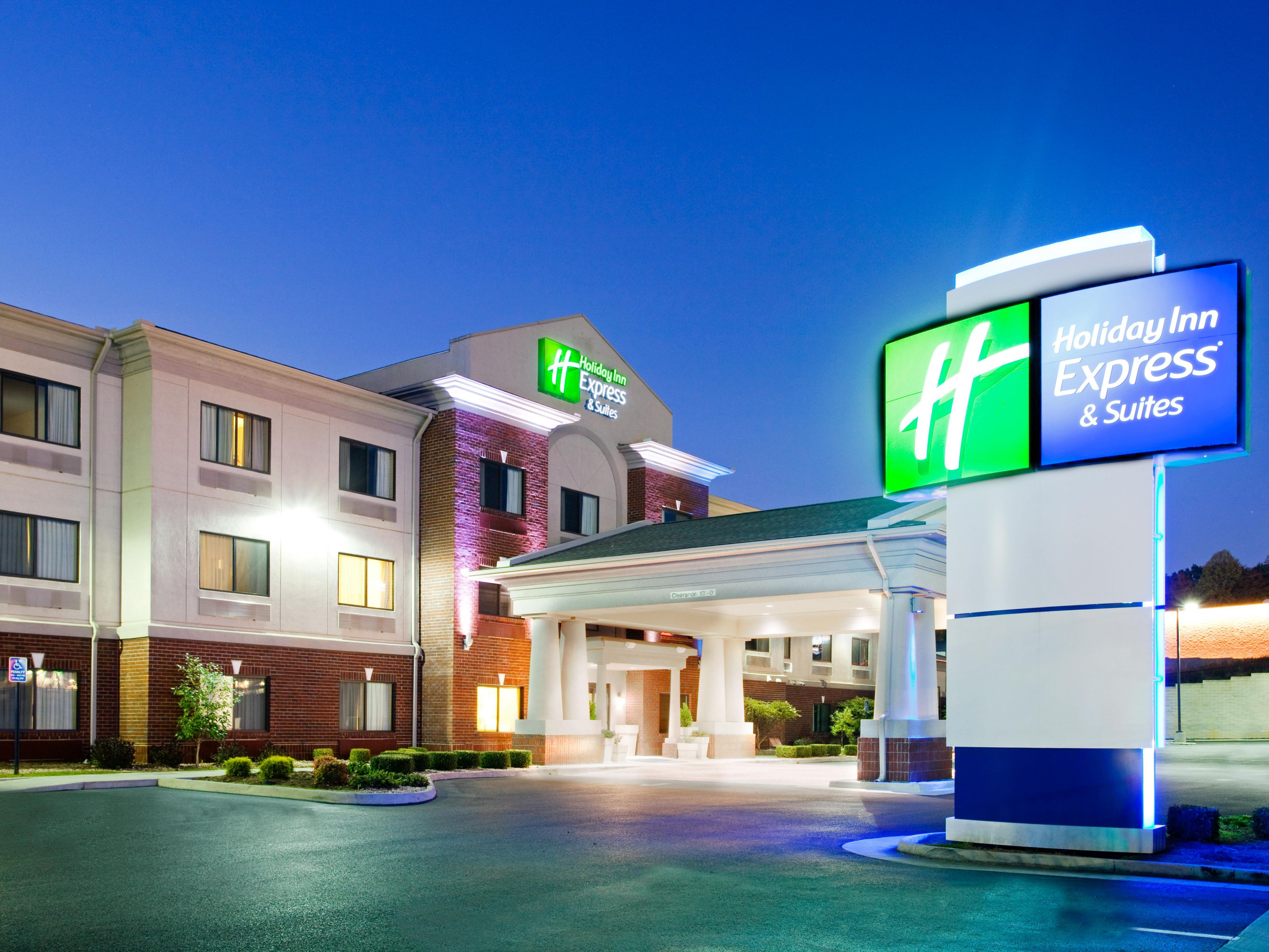 Holiday Inn Express Suites Rocky Mount Smith Mtn Lake