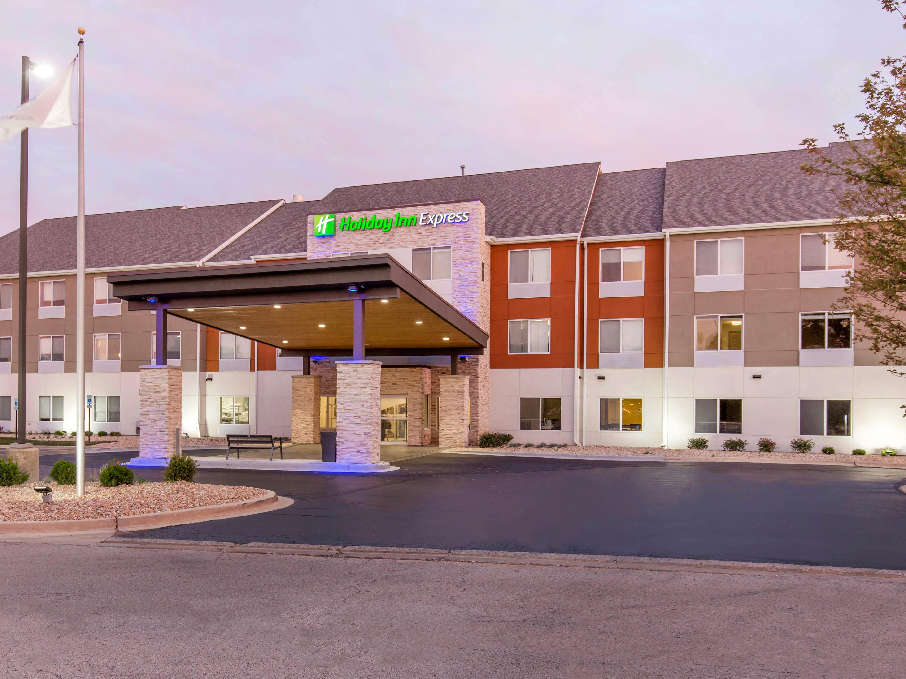 Holiday Inn Express & Suites Chicago West St Charles Hotel by IHG