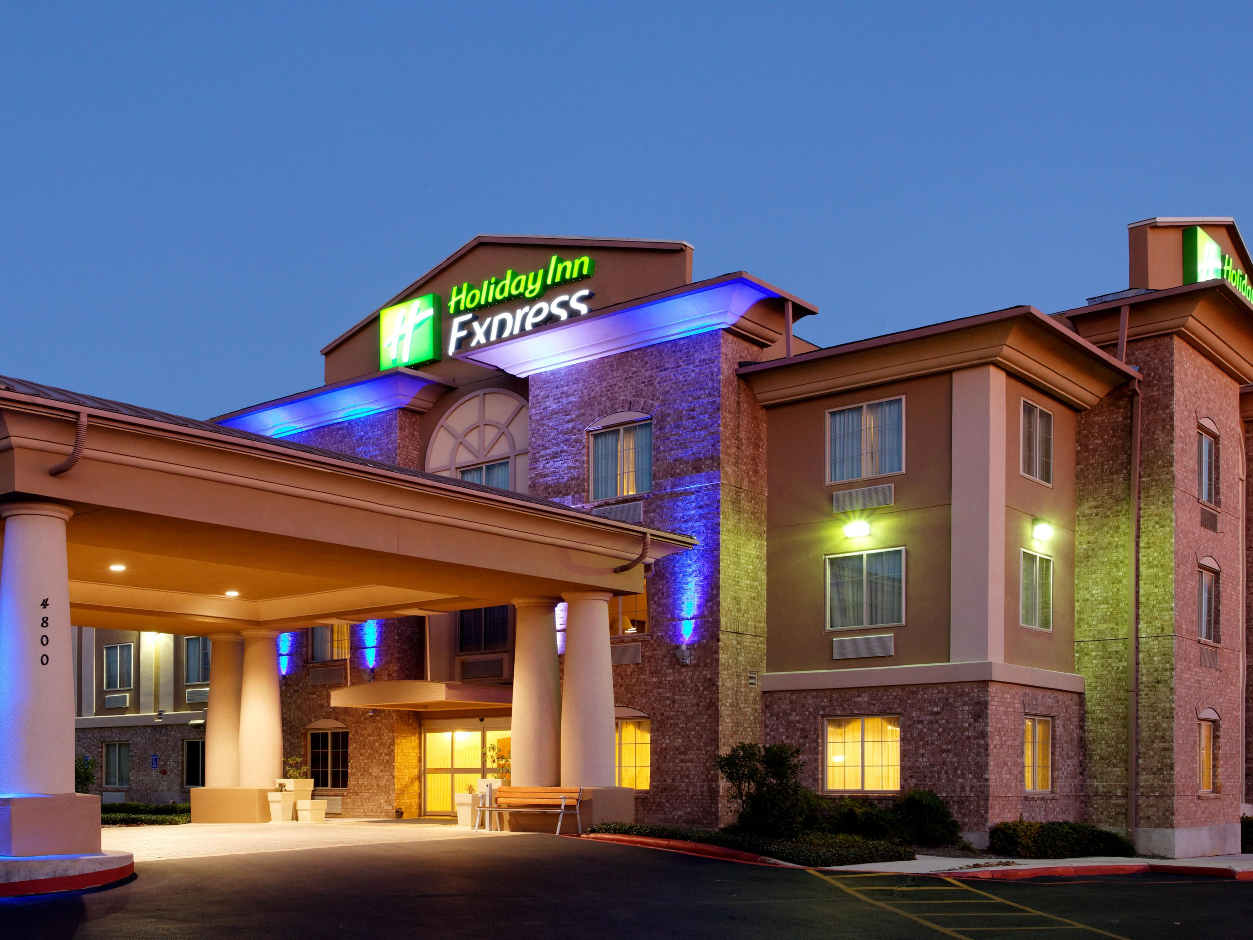 Hotel near Six Flags and Sea World Theme Parks