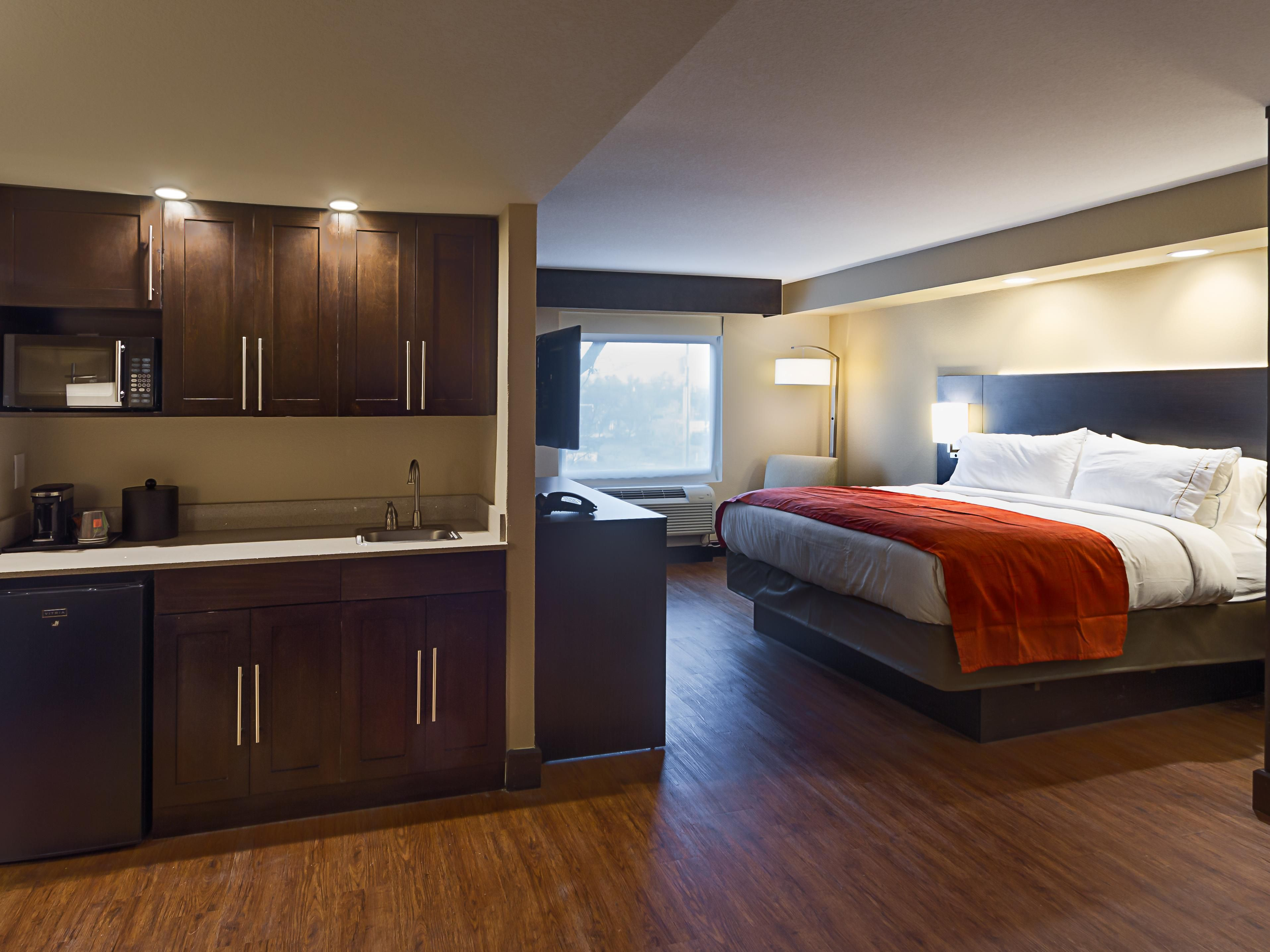 Suite with Kitchenette Room