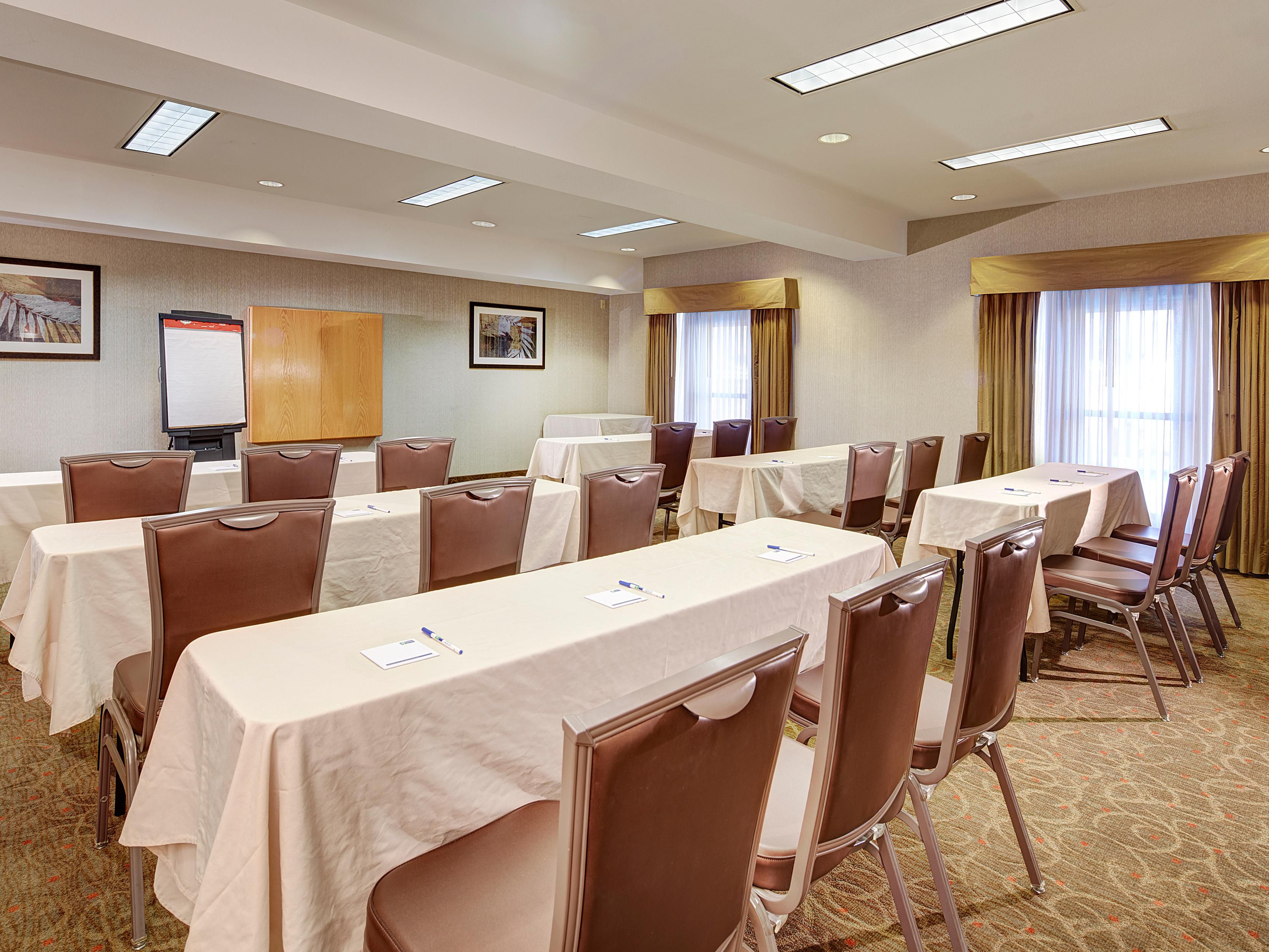 The Torrey Pines Room is 600 square feet of meeting space.