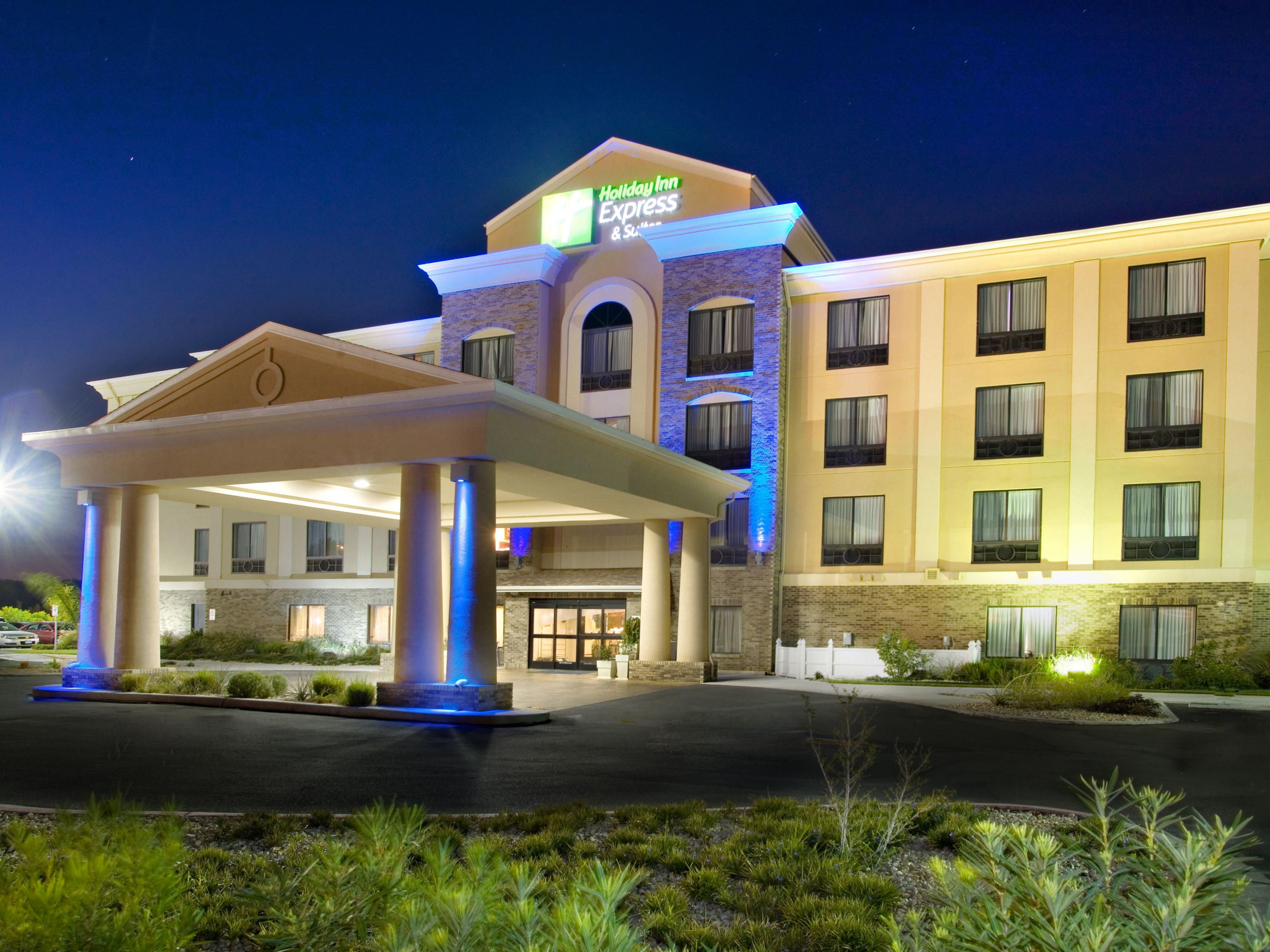 View of the Holiday Inn Express Selma in the evening