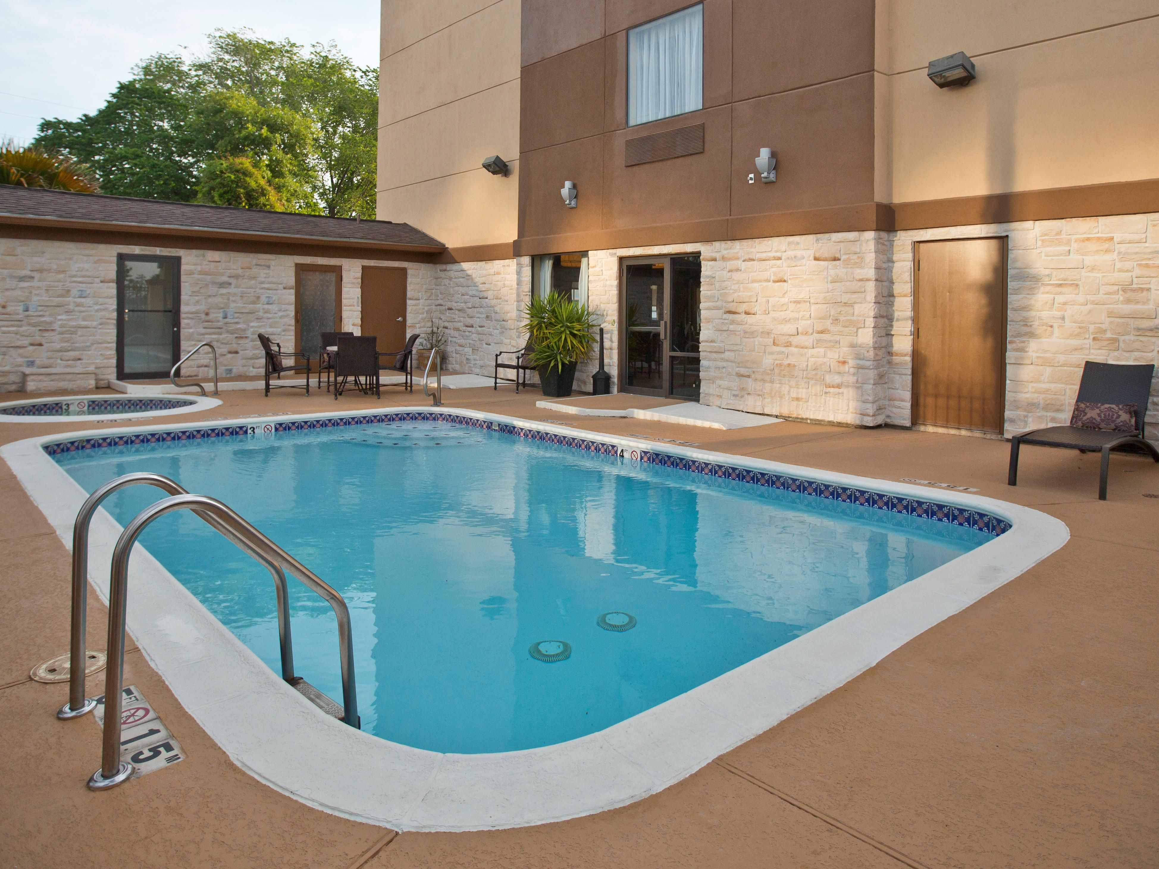 Holiday Inn & Suites Outdoor Swimming Pool