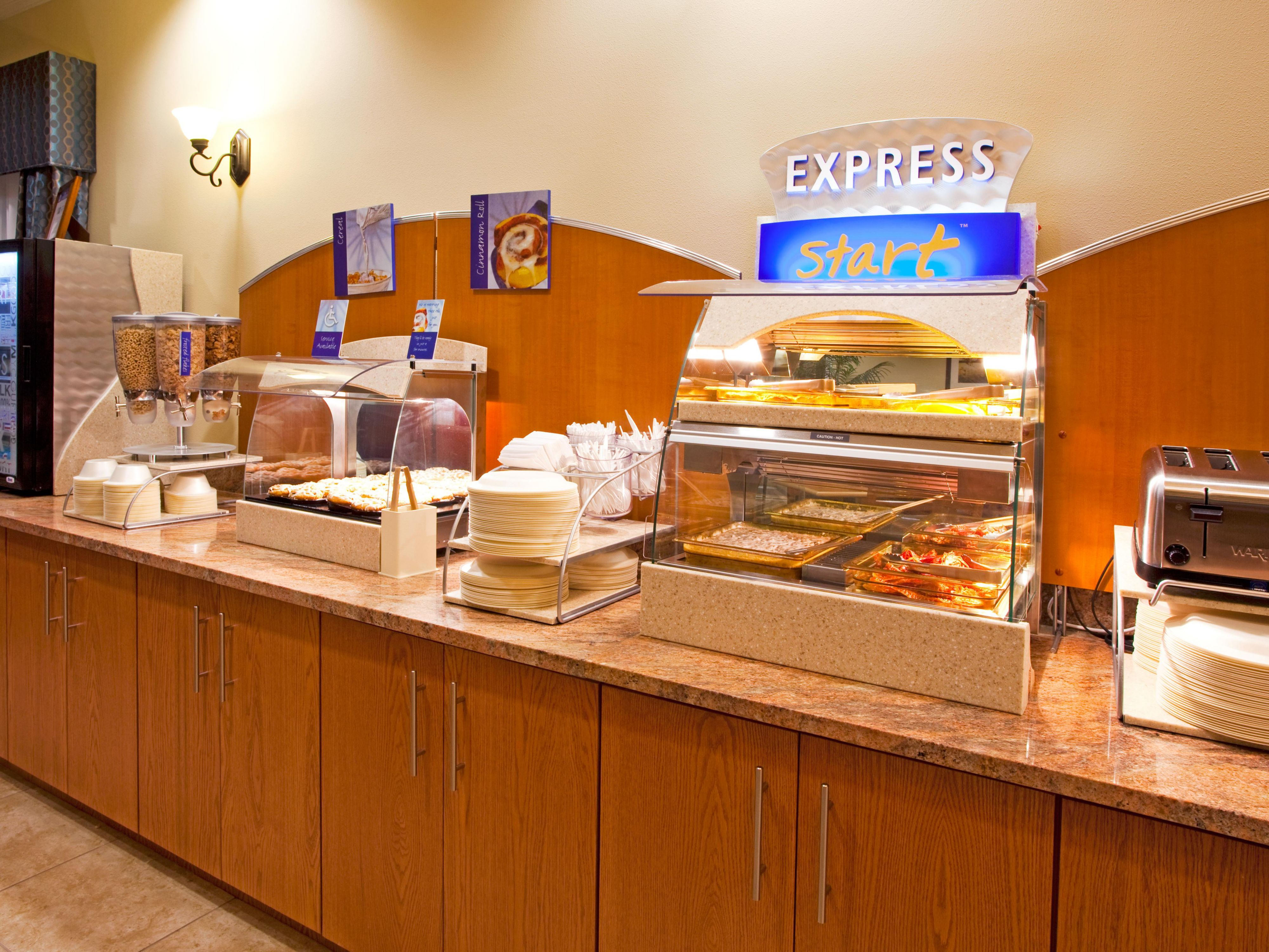 Holiday Inn Express and Suites of Valdosta, Gerogia Breakfast Bar