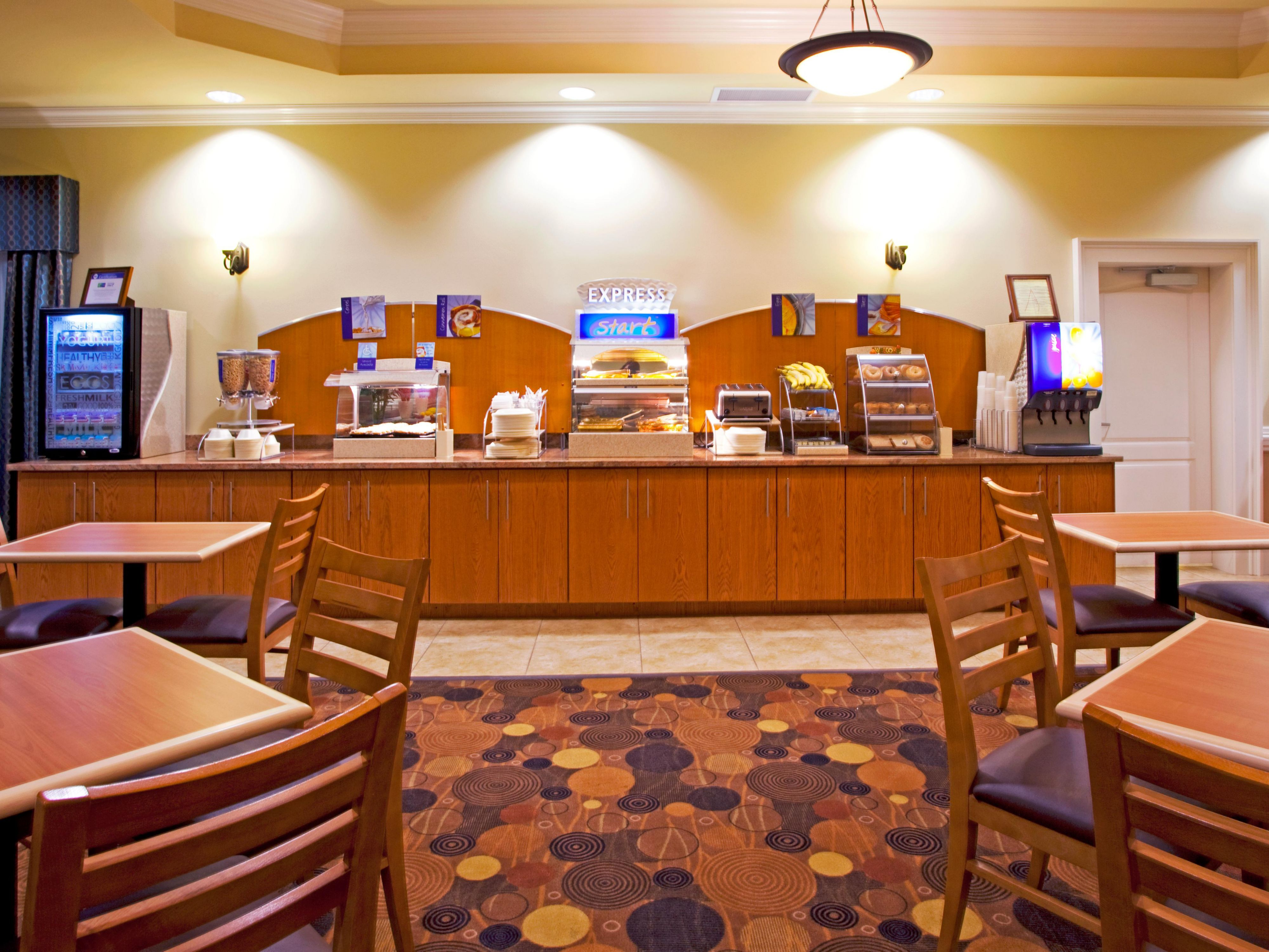 Holiday Inn Express and Suites of Valdosta, Georgia Breakfast Bar