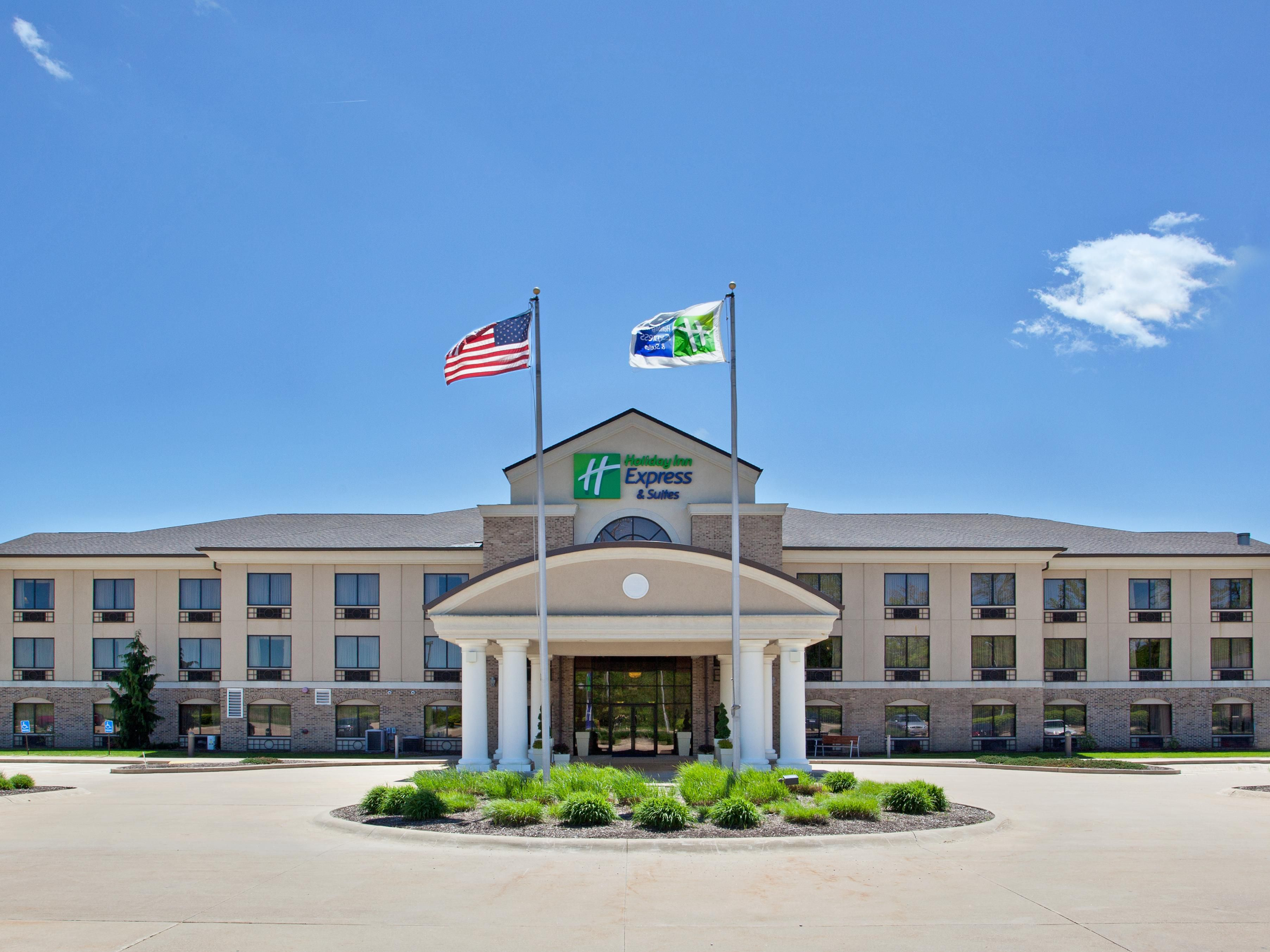 Holiday Inn Express Wadsworth Hotel Exterior