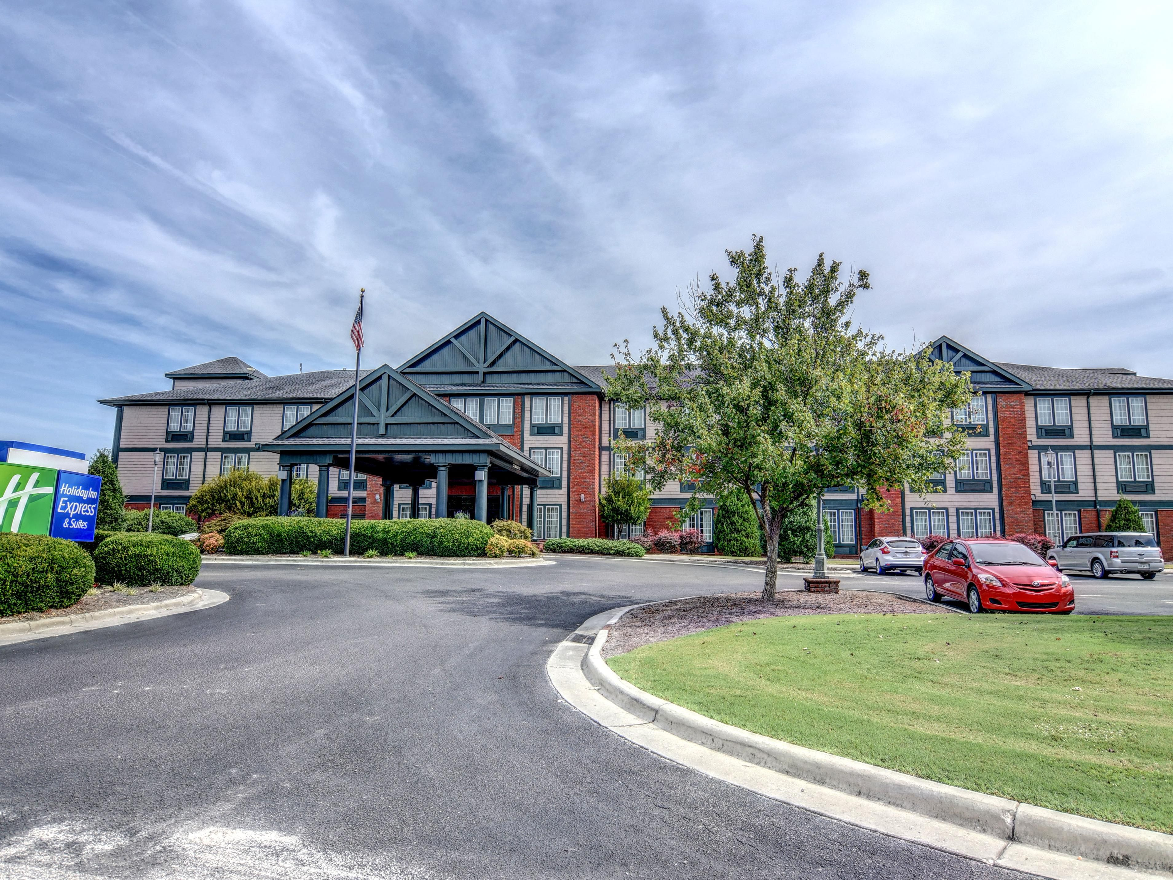 Holiday Inn Express Suites Wallace Hwy 41