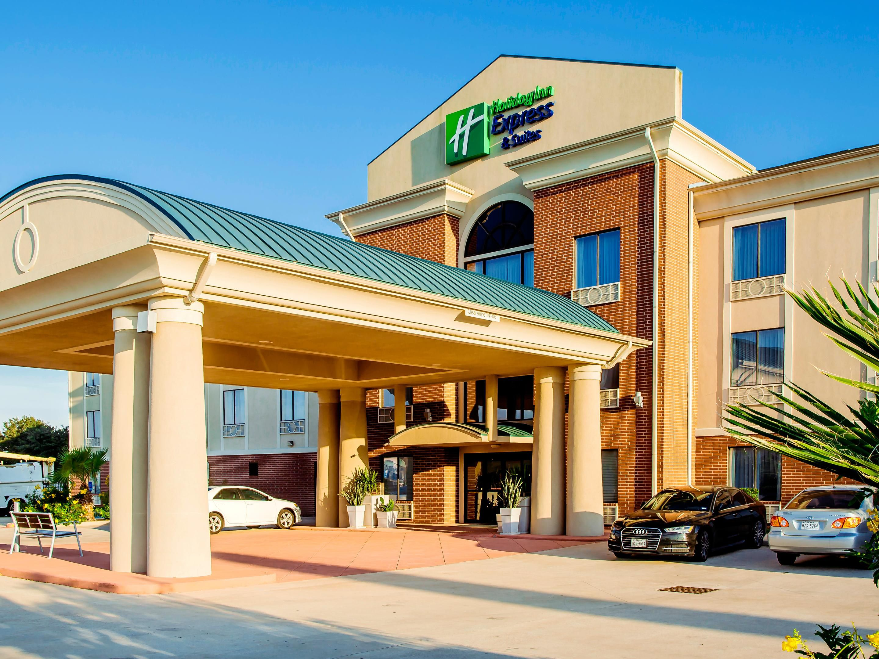 central us holiday suites hotels inn by en hoteldetail northeast dallas and holidayinnexpress express college hotel park near dalvp ihg bentley