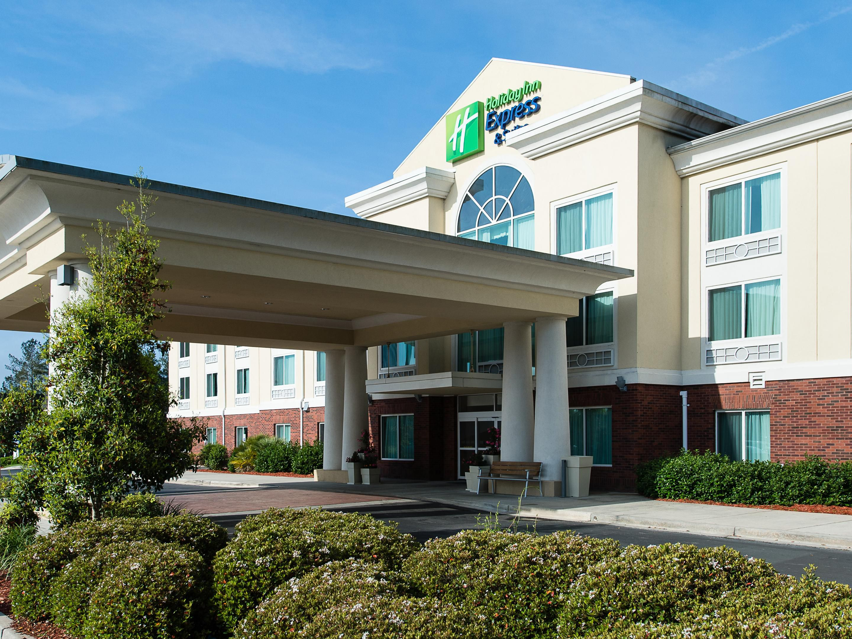 Holiday Inn Express & Suites Walteroboro SC