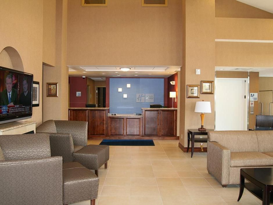 Holiday Inn Express Lobby in Willows.