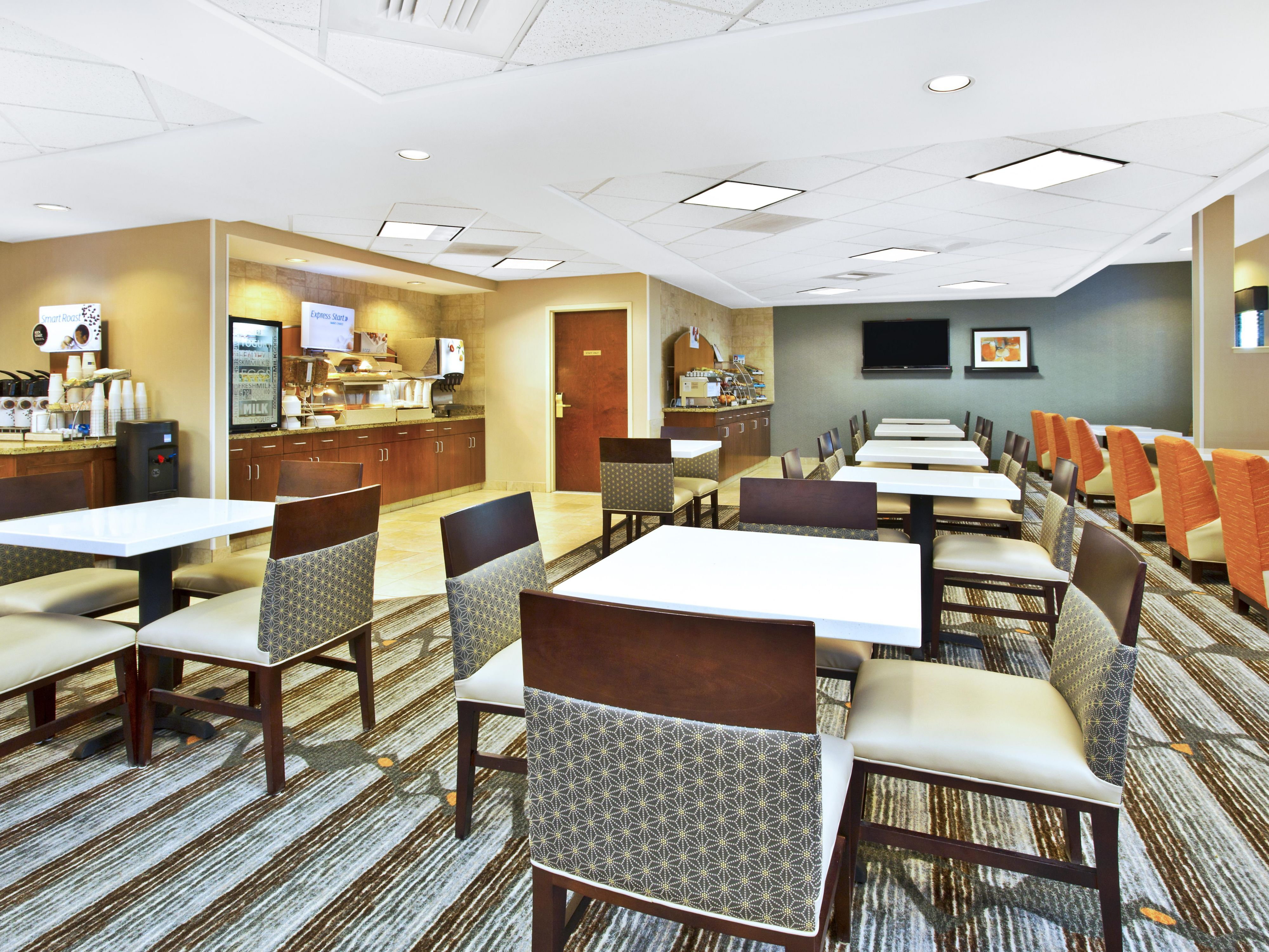 Holiday Inn Express & Suites Bradley Breakfast Area