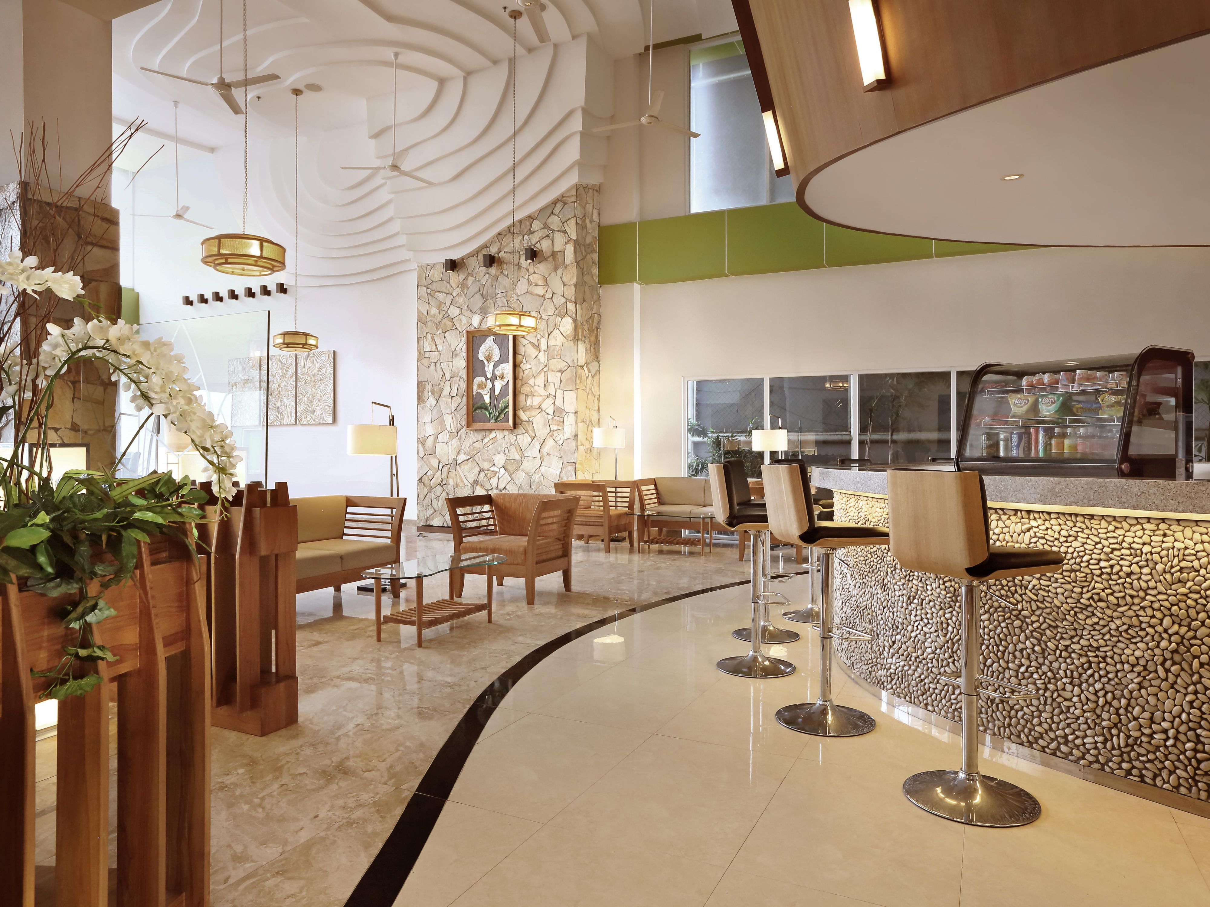 Lobby Bar at Holiday Inn Express bali Raya Kuta