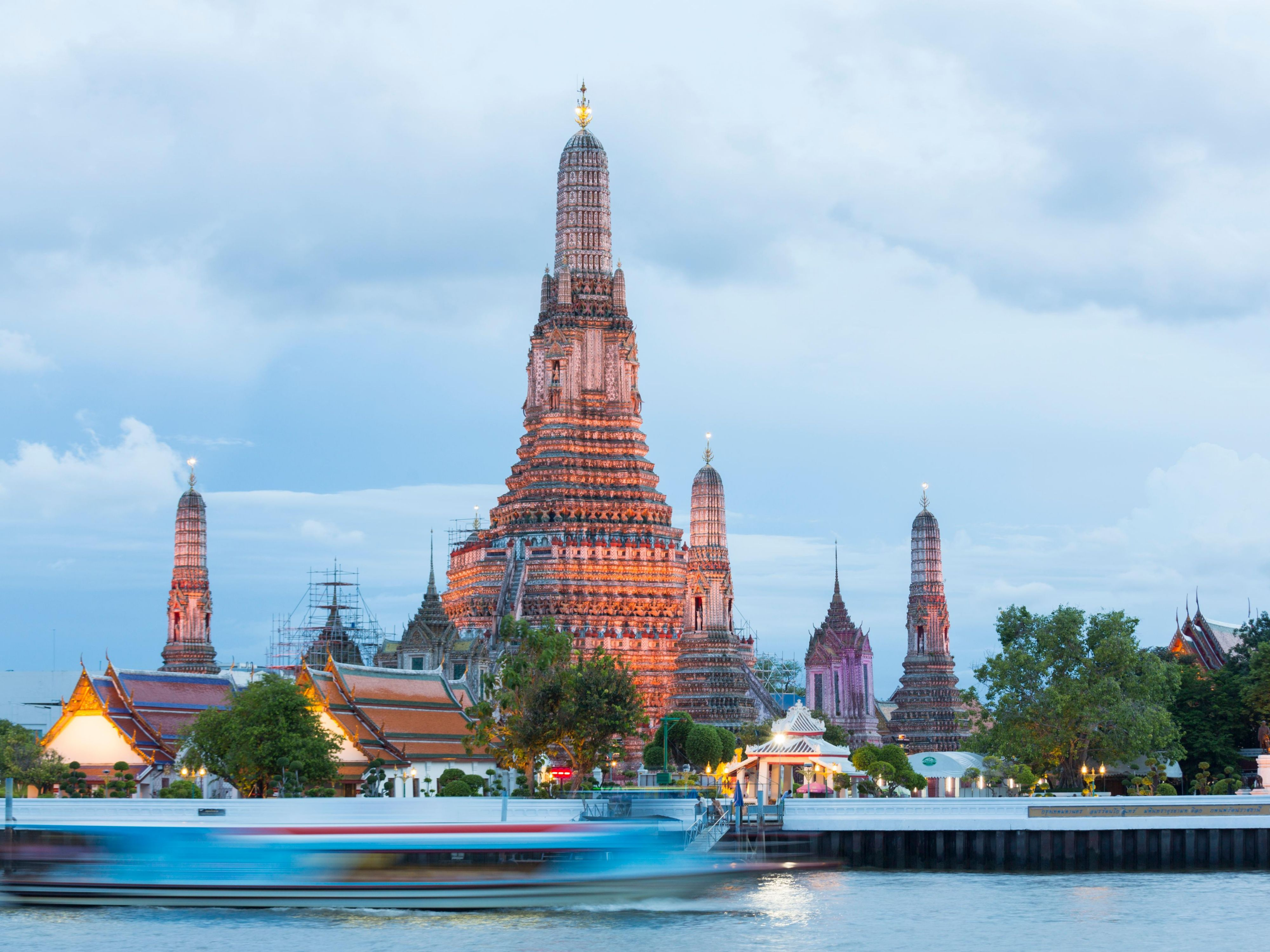 Area Attractions - Wat Arun or Temple of Dawn