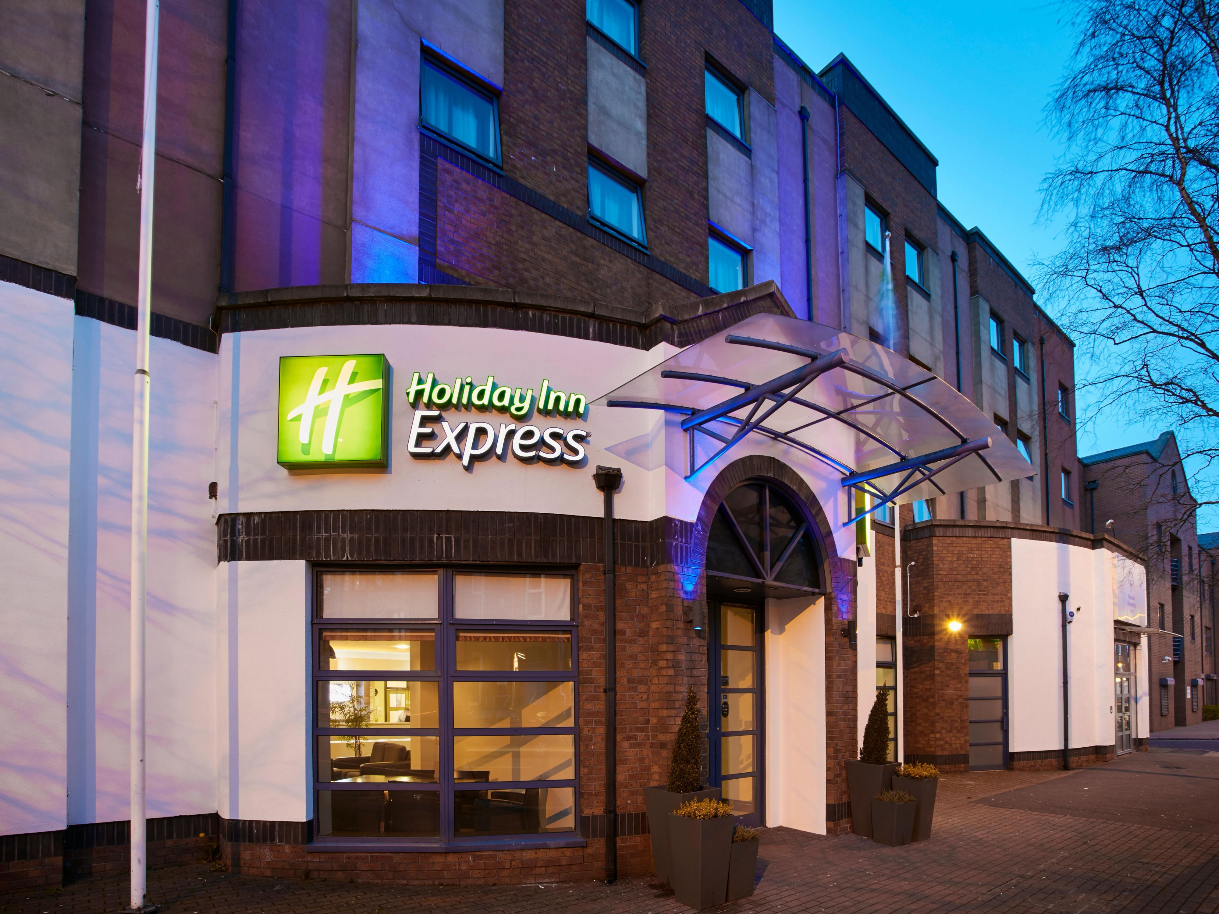 Entrance to Holiday Inn Express Belfast