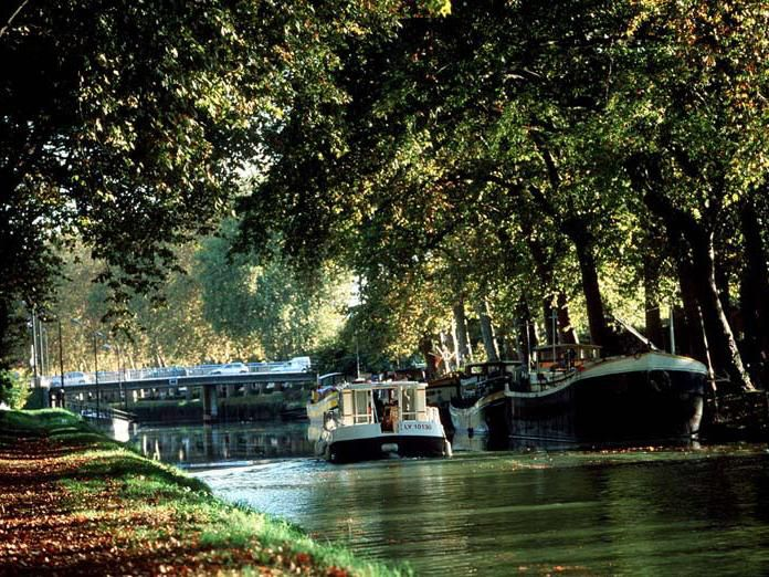 Visit by boat the Canal du Midi