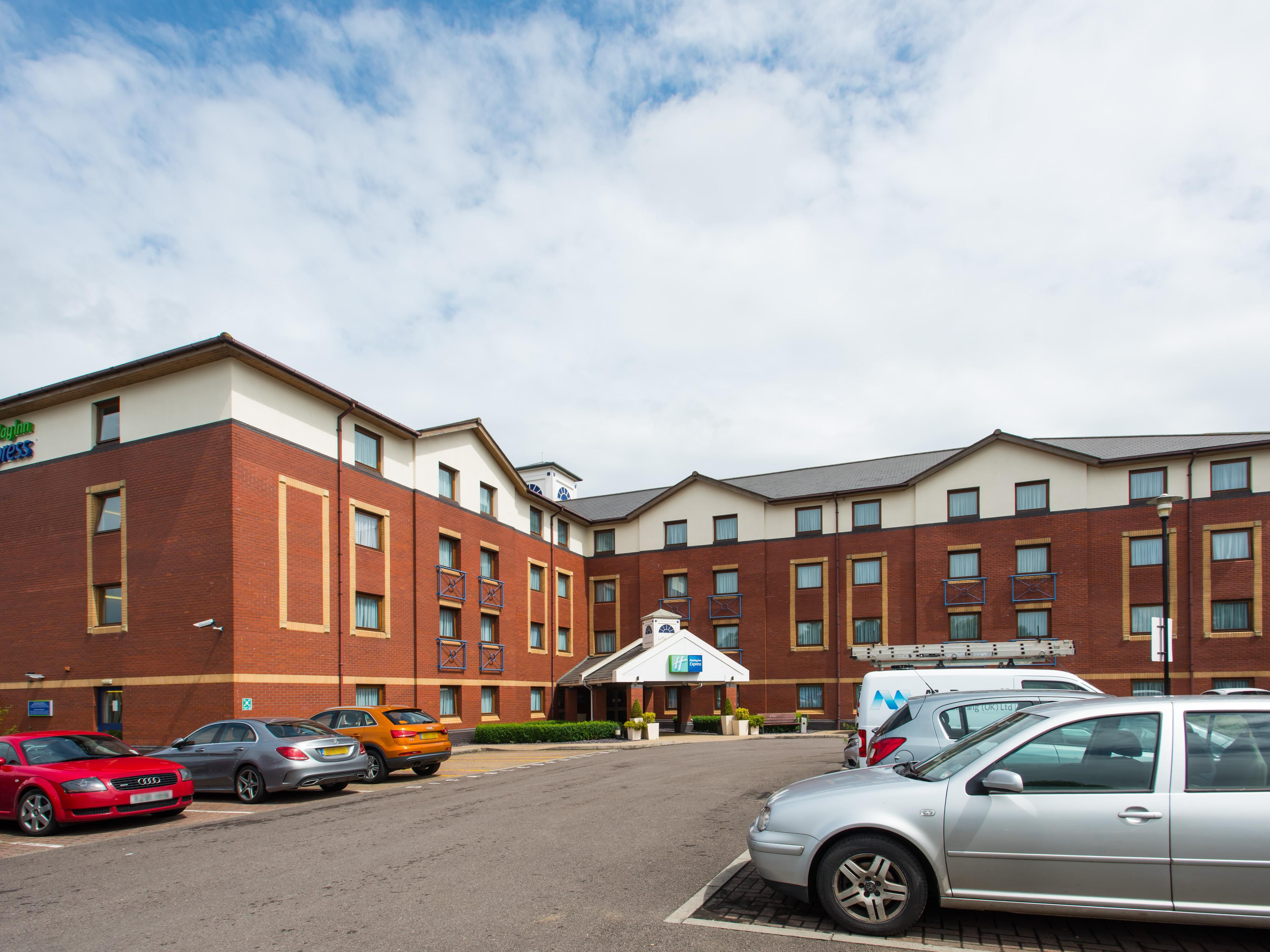 Hotel near parkway holiday inn express bristol north reheart Image collections