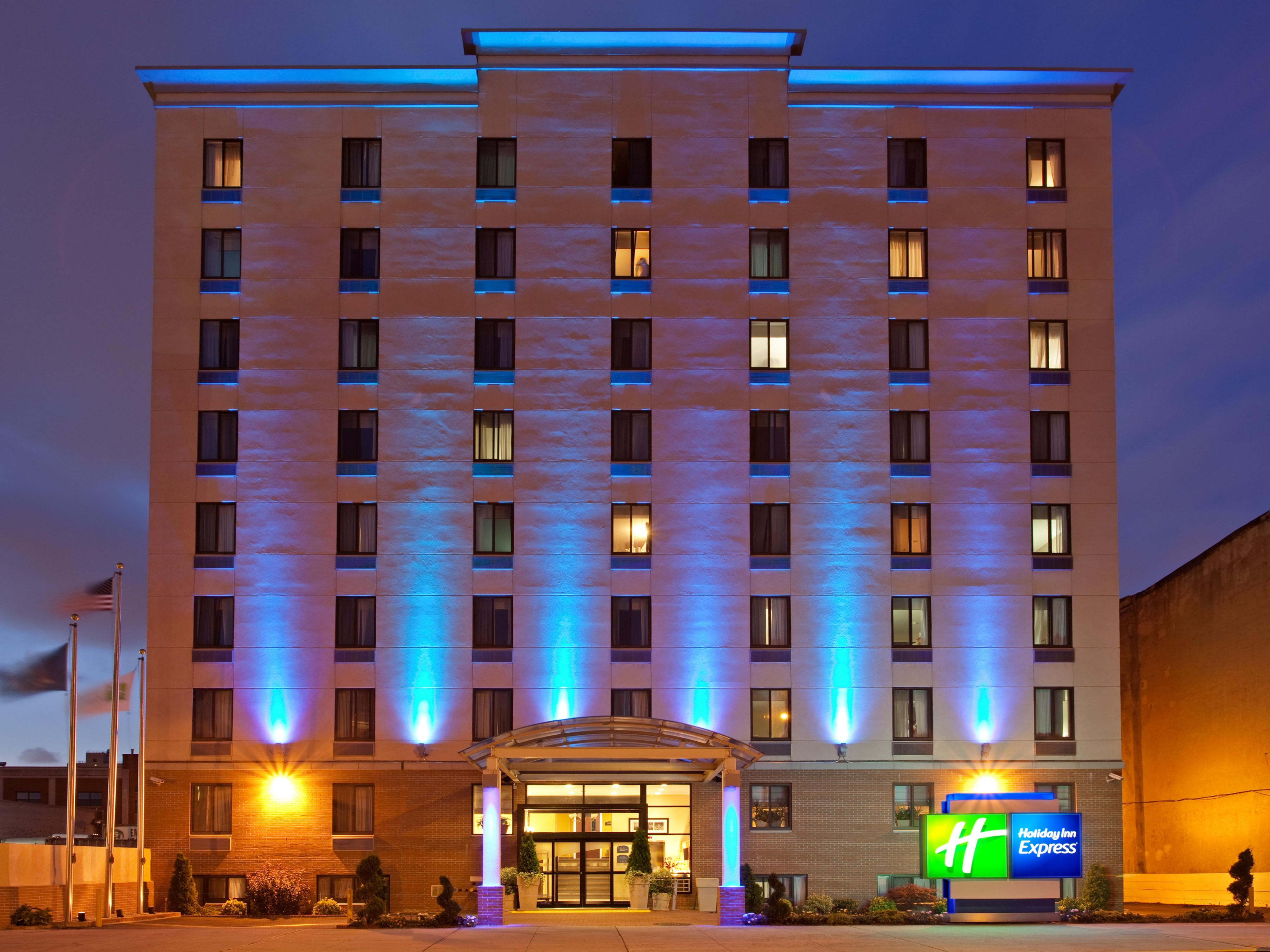 Holiday Inn Express Union St. (hotel exterior)